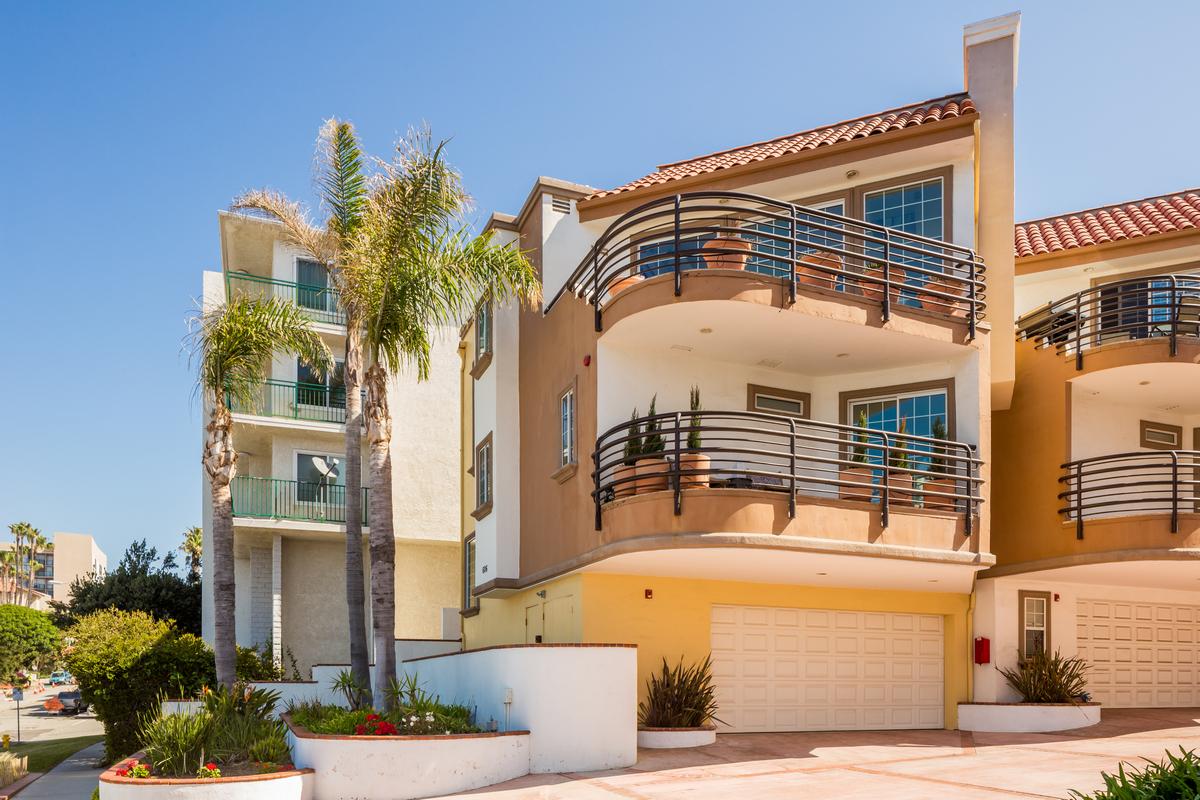 sales property at 606 Esplanade #1