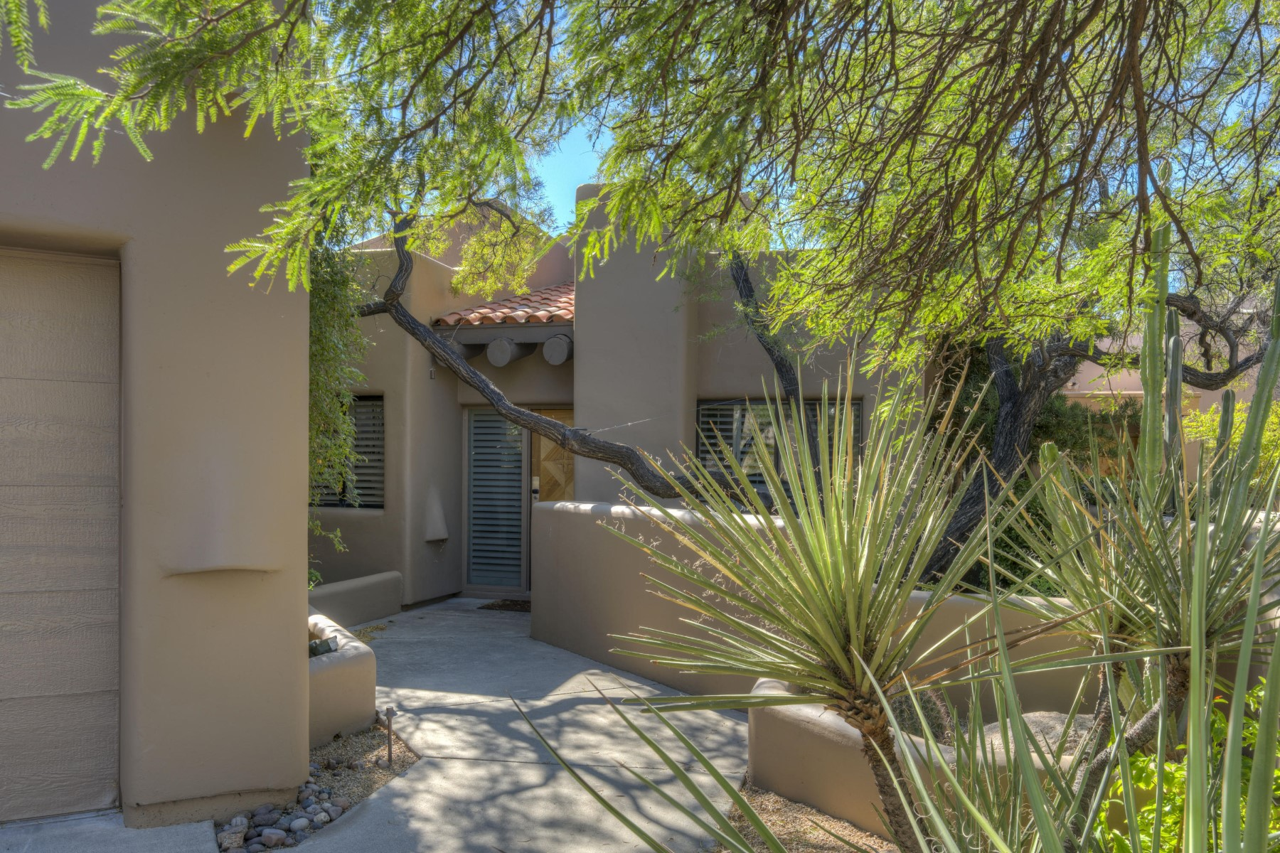 Single Family Home for Sale at Move in ready home in Scttsdale 9112 E Clubhouse Ct Scottsdale, Arizona, 85266 United States