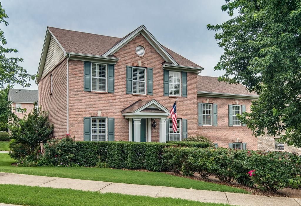 Nhà ở một gia đình vì Bán tại Luxury and Tradition Unite in McKay's Mill 1404 Harve Court Franklin, Tennessee 37067 Hoa Kỳ