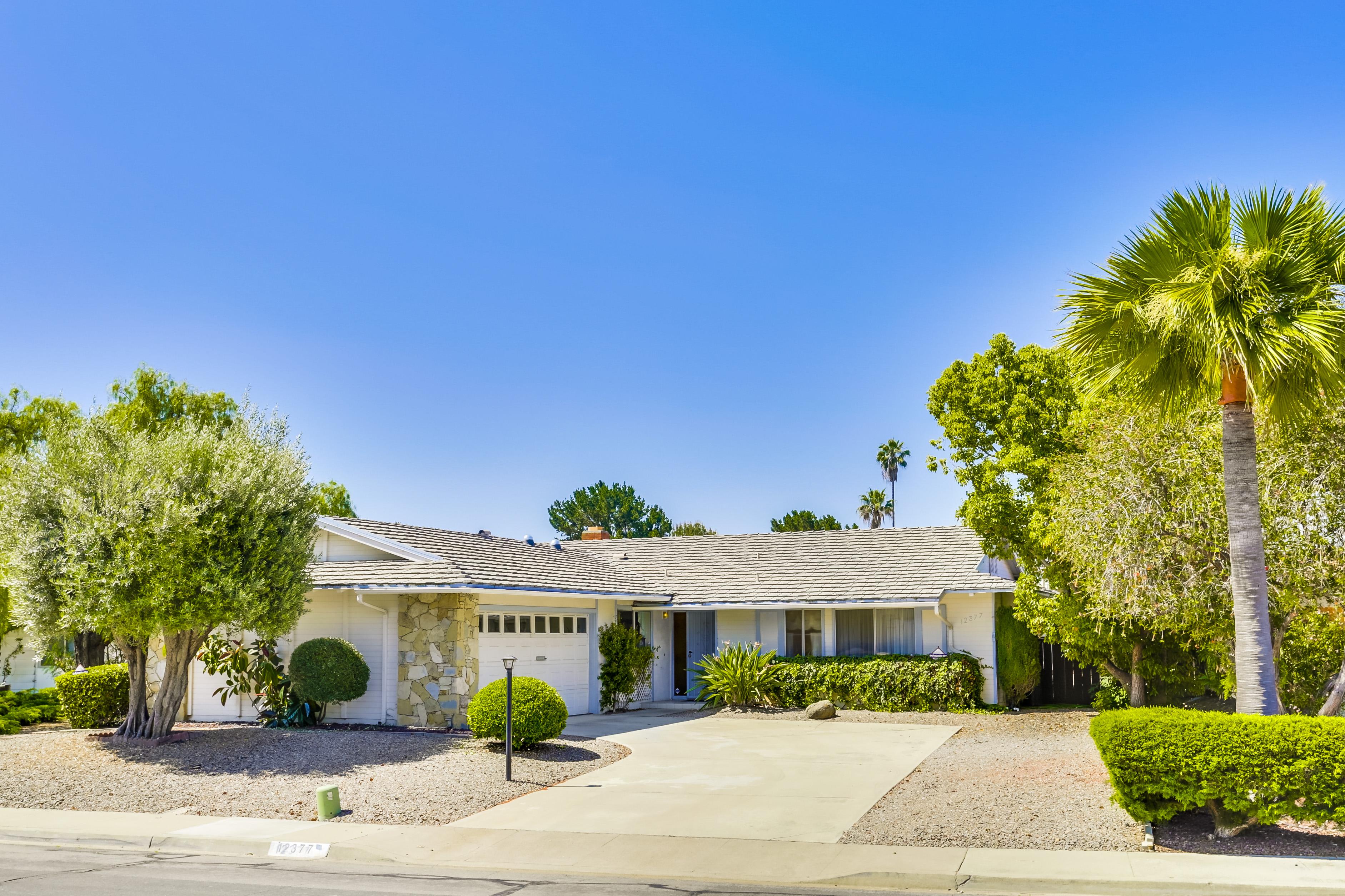 Casa Unifamiliar por un Venta en 12377 Grandee Court Rancho Bernardo, San Diego, California 92128 Estados Unidos