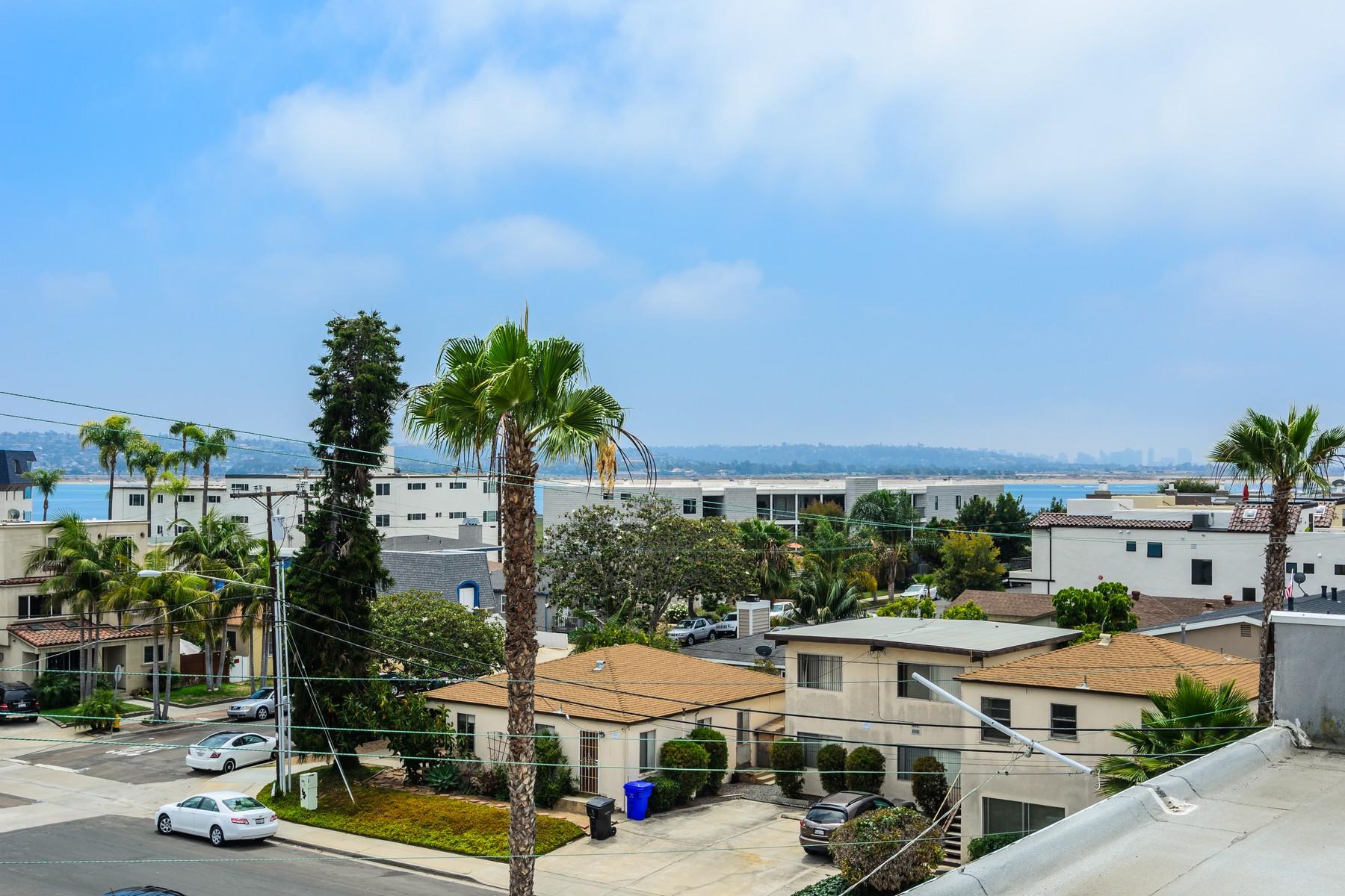Appartement en copropriété pour l Vente à 4011 Lamont Street 2F 4011 Lamont Street 2 F San Diego, Californie 92109 États-Unis
