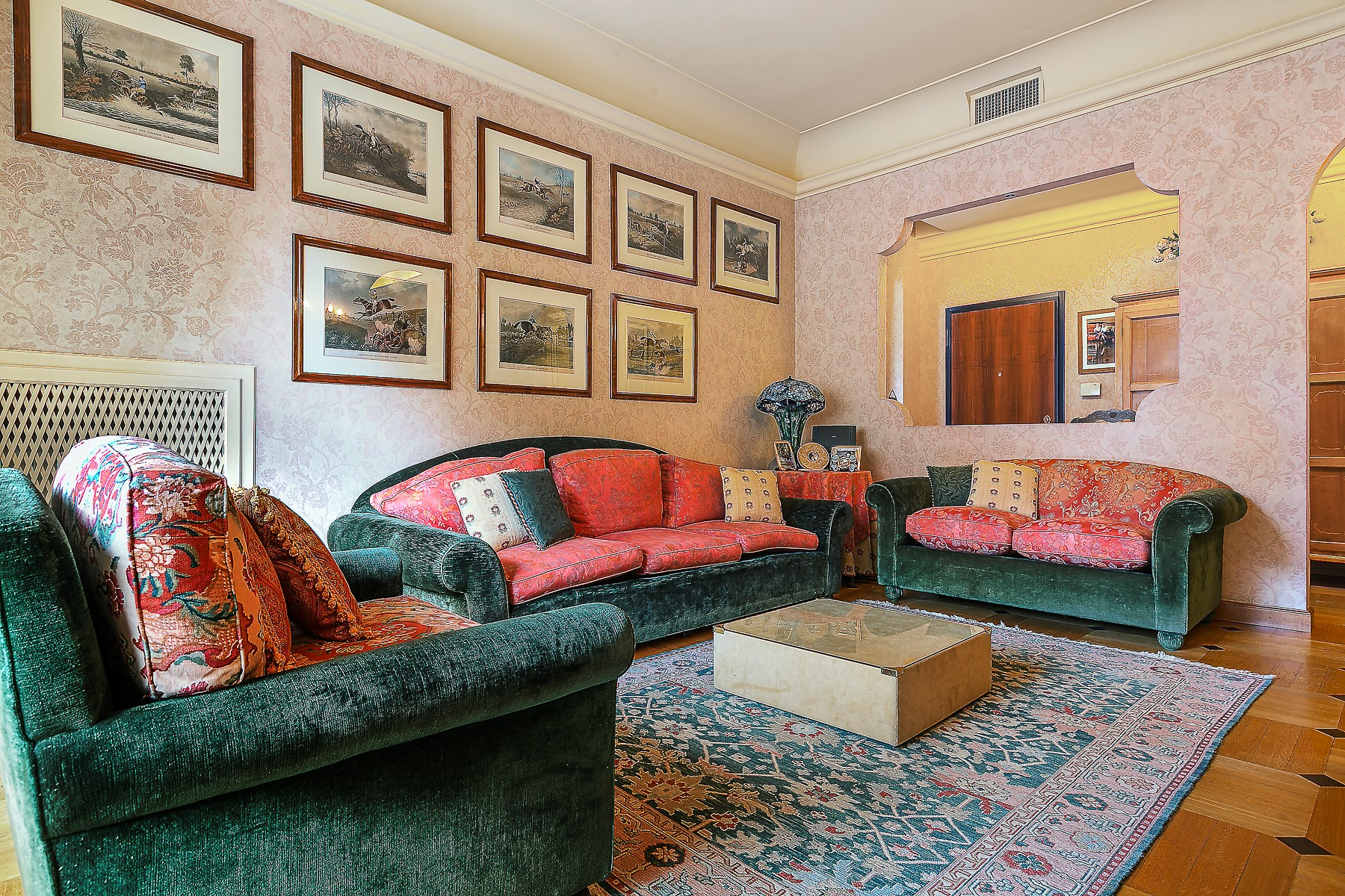 Additional photo for property listing at Classic style 3 bedroom apartment close to Sant' Ambrogio Via San Vincenzo Milano, Milan 20100 Italia