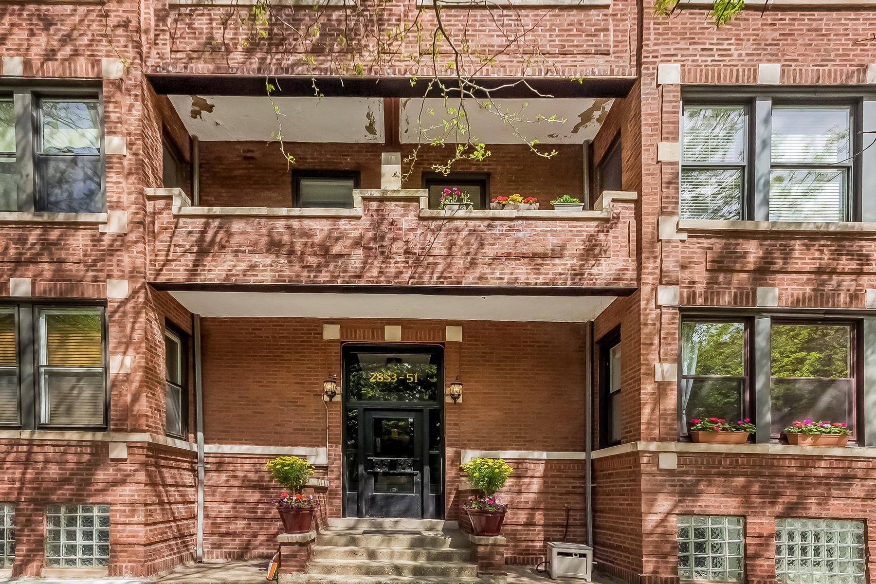 단독 가정 주택 용 매매 에 Beautiful Large Duplex 2851 N Burling Street Unit 1S Chicago, 일리노이즈, 60657 미국
