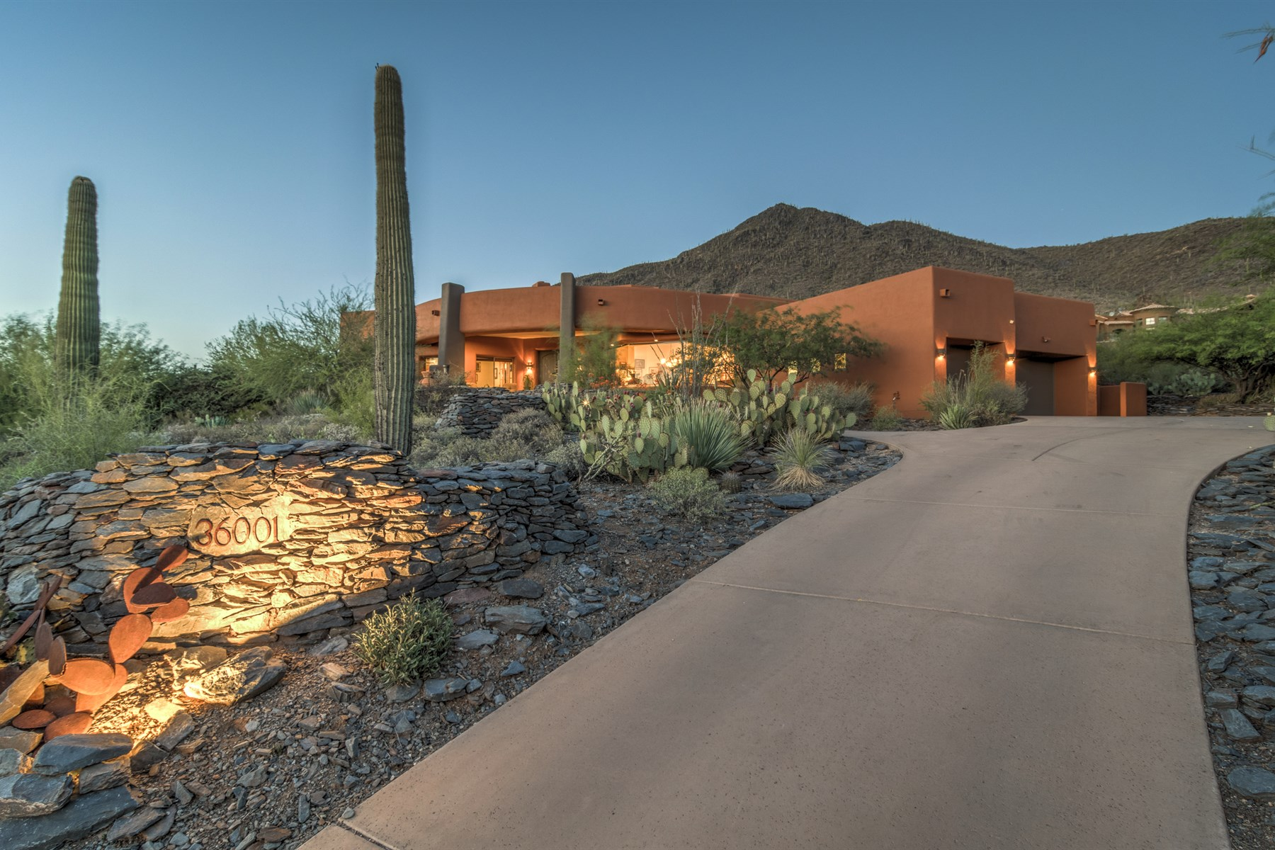 Moradia para Venda às Architectural masterpiece and the natural desert surroundings 36001 N 60TH ST Cave Creek, Arizona 85331 Estados Unidos
