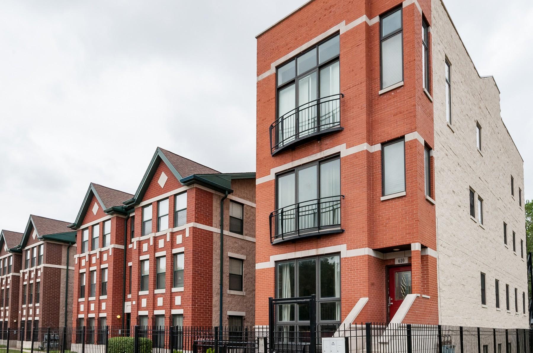 Dubleks için Satış at Stunning Duplex 610 E 43rd Street Unit 1 Grand Boulevard, Chicago, Illinois, 60653 Amerika Birleşik Devletleri