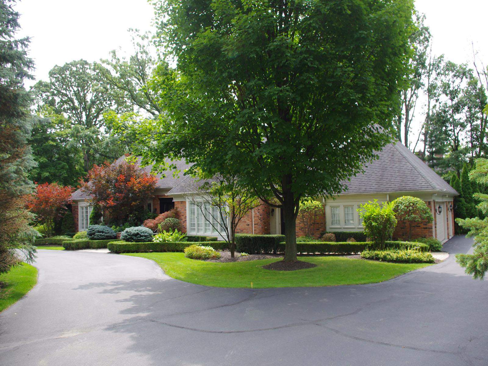 Maison unifamiliale pour l Vente à Bloomfield 345 Martell Drive Bloomfield, Michigan 48304 États-Unis