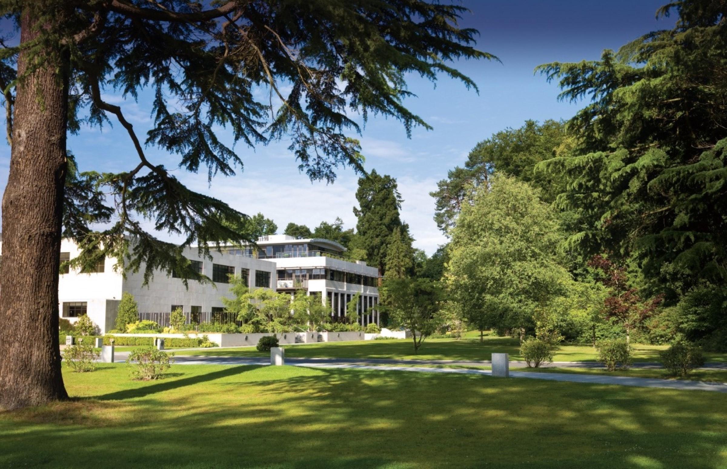 Appartement pour l Vente à Ascot, Berkshire Charters Road Ascot, Angleterre, SL59GE Royaume-Uni