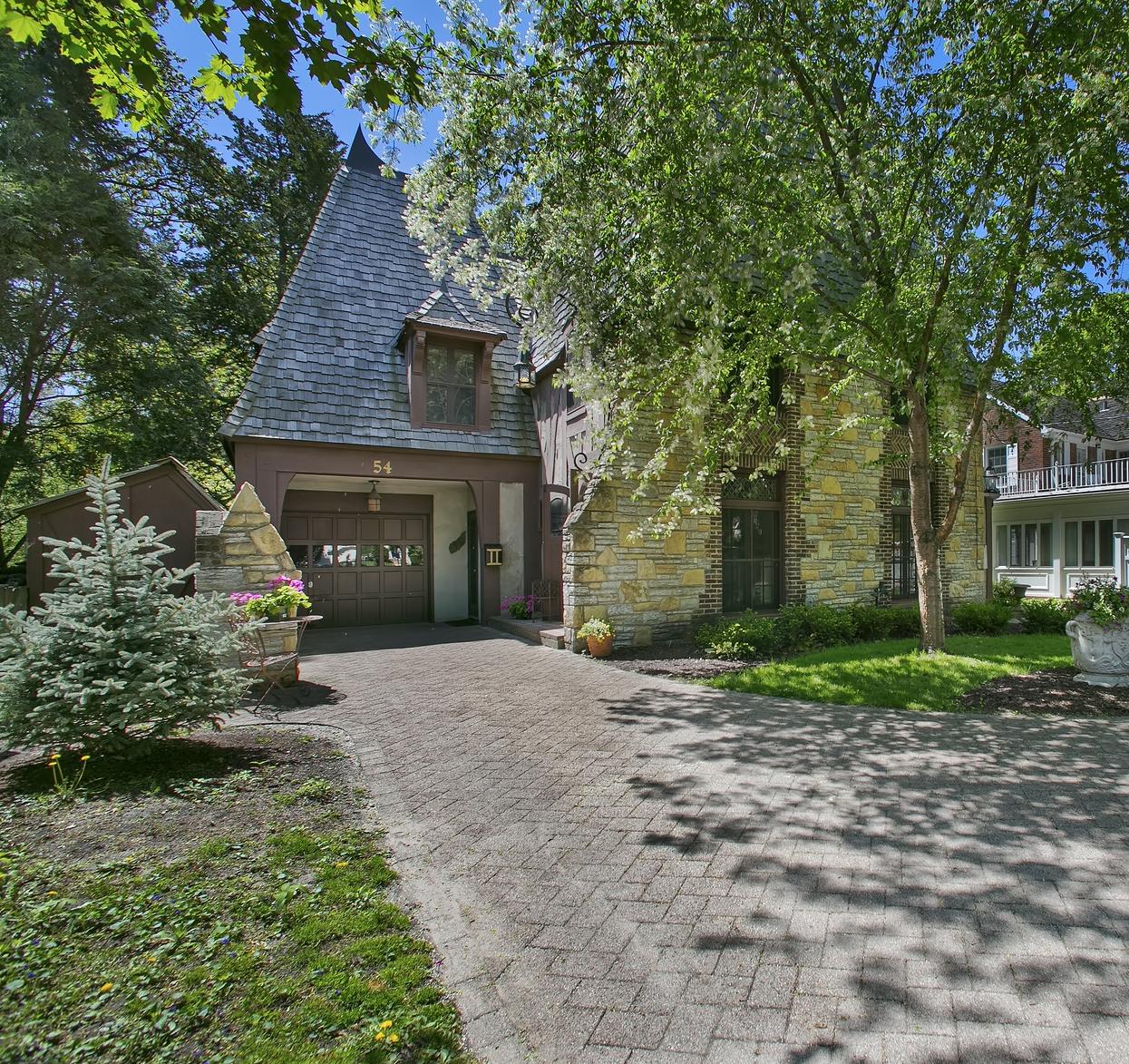Maison unifamiliale pour l Vente à French Tudor 54 Mississippi River Blvd St. Paul, Minnesota 55104 États-Unis