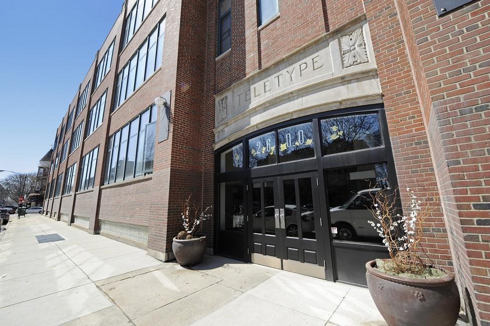 Moradia para Venda às Unique Space in Lincoln Park 2600 North Southport Avenue Unit 409 Lincoln Park, Chicago, Illinois 60614 Estados Unidos