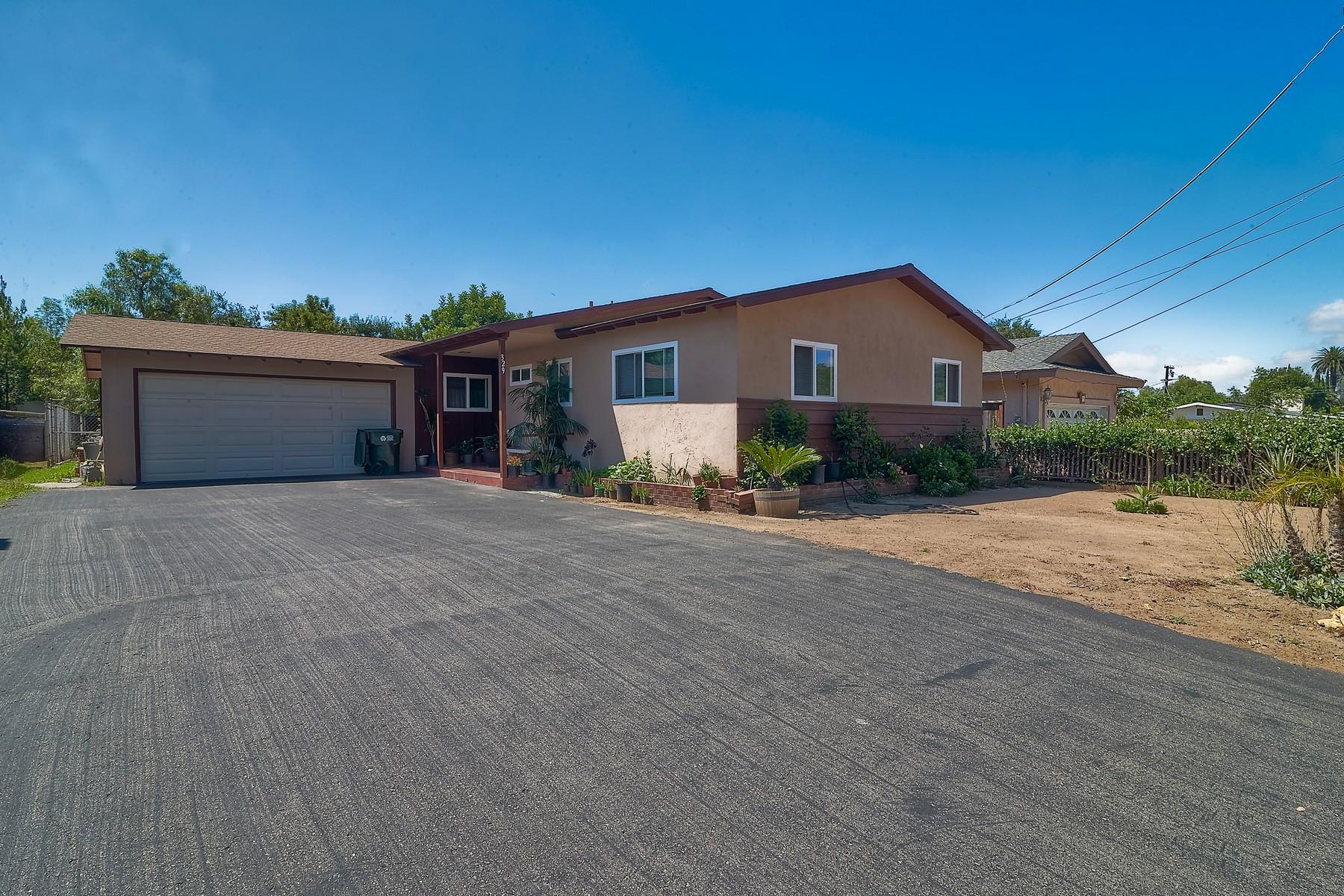 Maison unifamiliale pour l Vente à 329 East 11th Avenue Escondido, Californie 92025 États-Unis