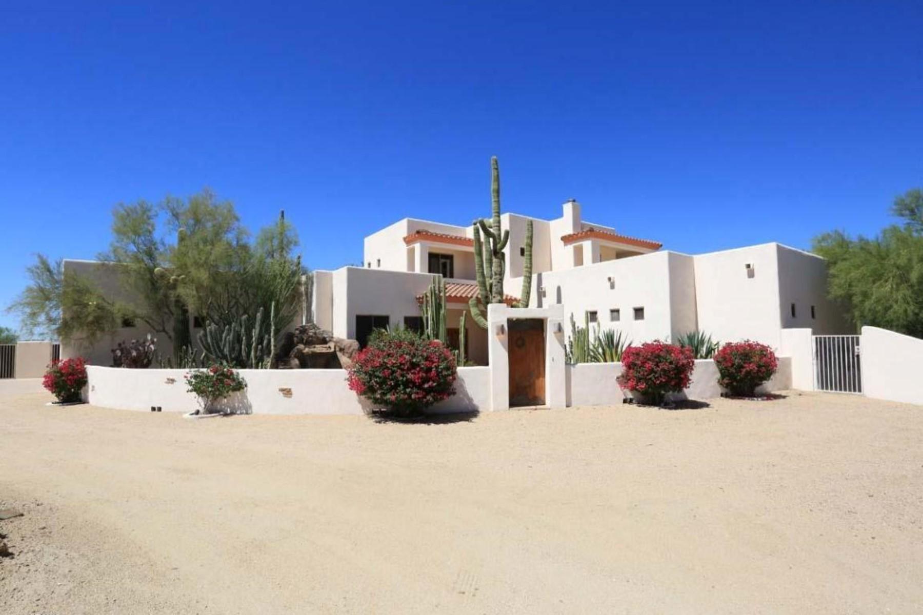 단독 가정 주택 용 매매 에 Custom built home on over an acre of pristine Cave Creek Arizona desert 31114 N 62nd St Cave Creek, 아리조나, 85331 미국