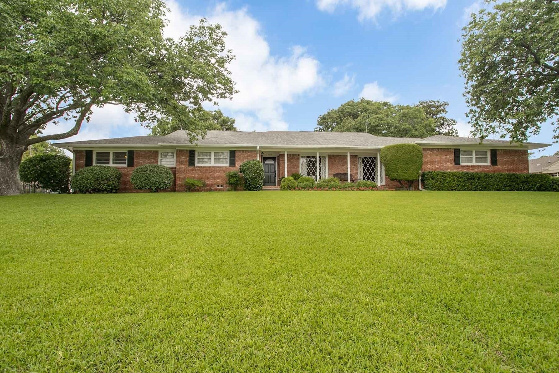 Single Family Home for Sale at Westcliff Charmer in Tanglewood 4116 Hildring Drive East Fort Worth, Texas, 76109 United States