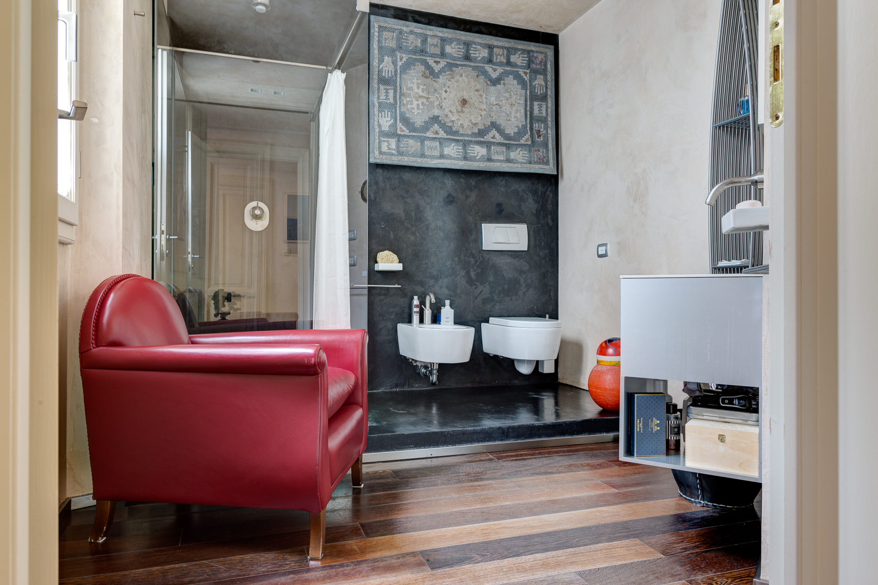 Additional photo for property listing at Design apartment in Florence Via Lorenzo il Magnifico Firenze, Florence 50129 Italie