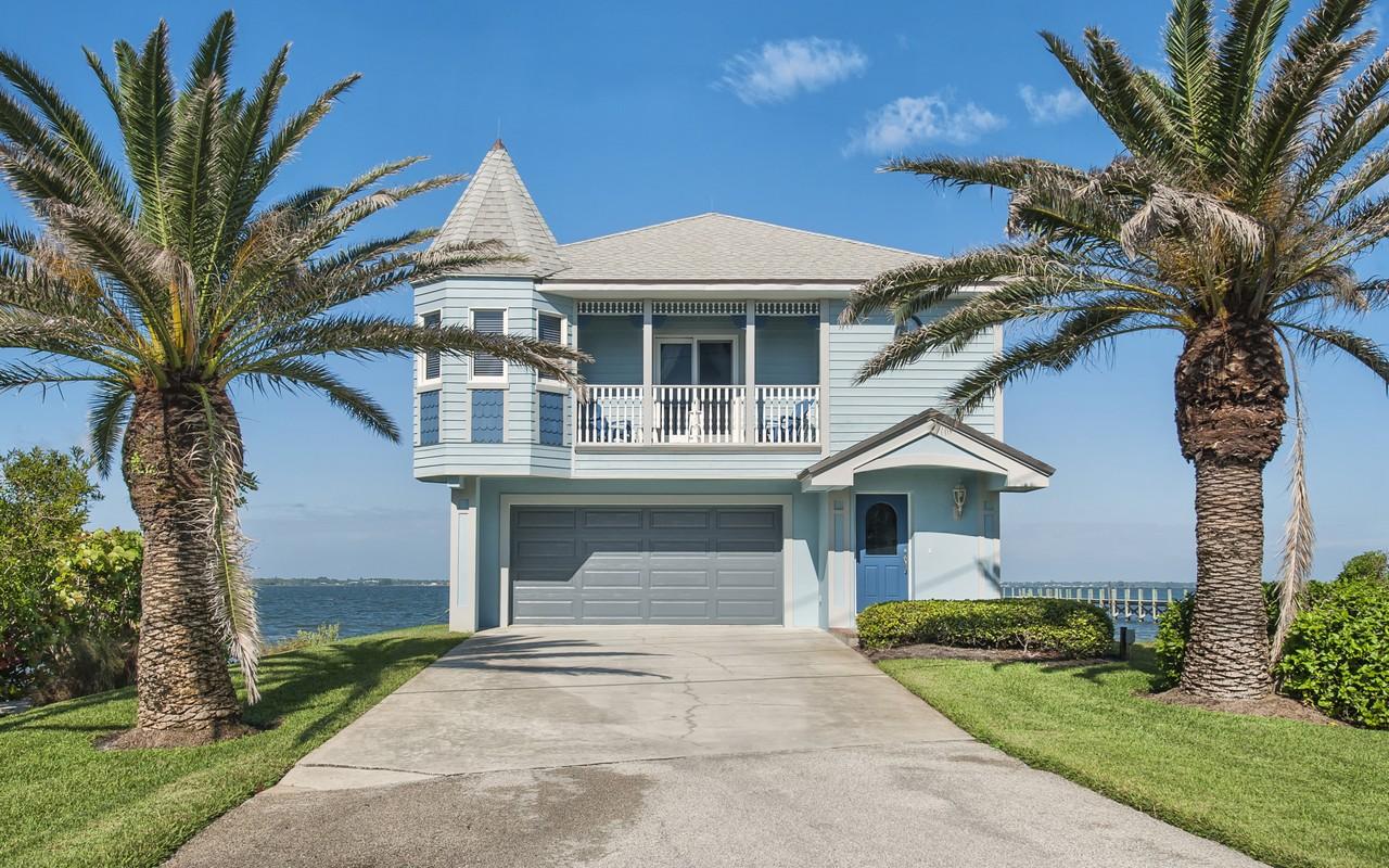 Casa para uma família para Venda às Superb Key West Style River Home in Ambersand Beach 12825 Highway A1A Vero Beach, Florida, 32963 Estados Unidos