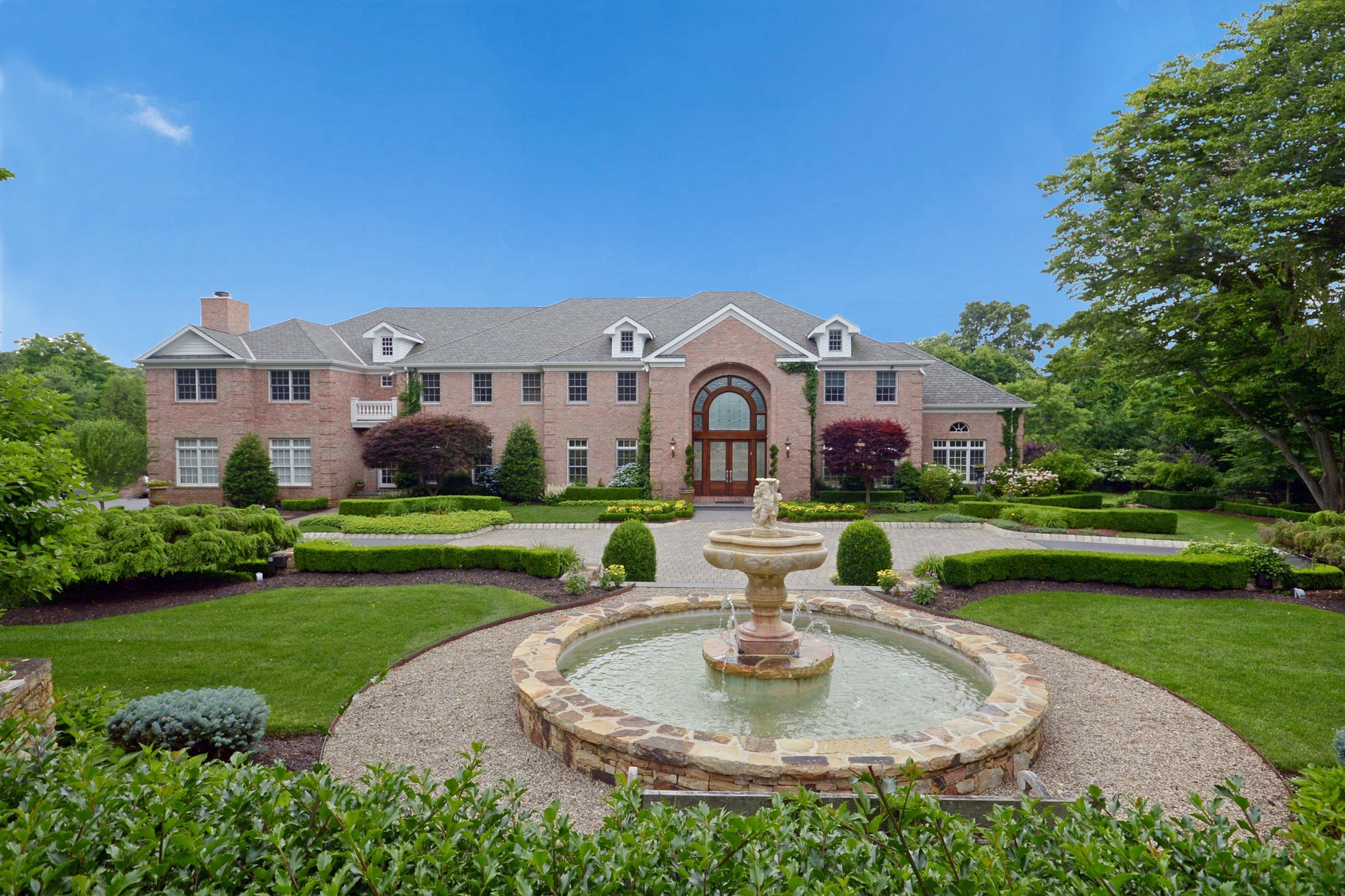 Villa per Vendita alle ore Private Estate Compound 132 Heulitt Road Colts Neck, New Jersey, 07722 Stati Uniti