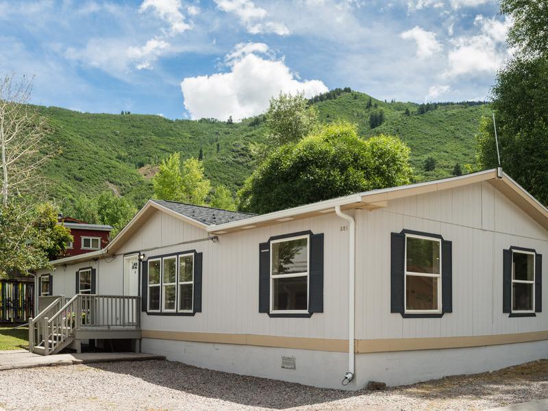 Property For Sale at 321 Oak Lane