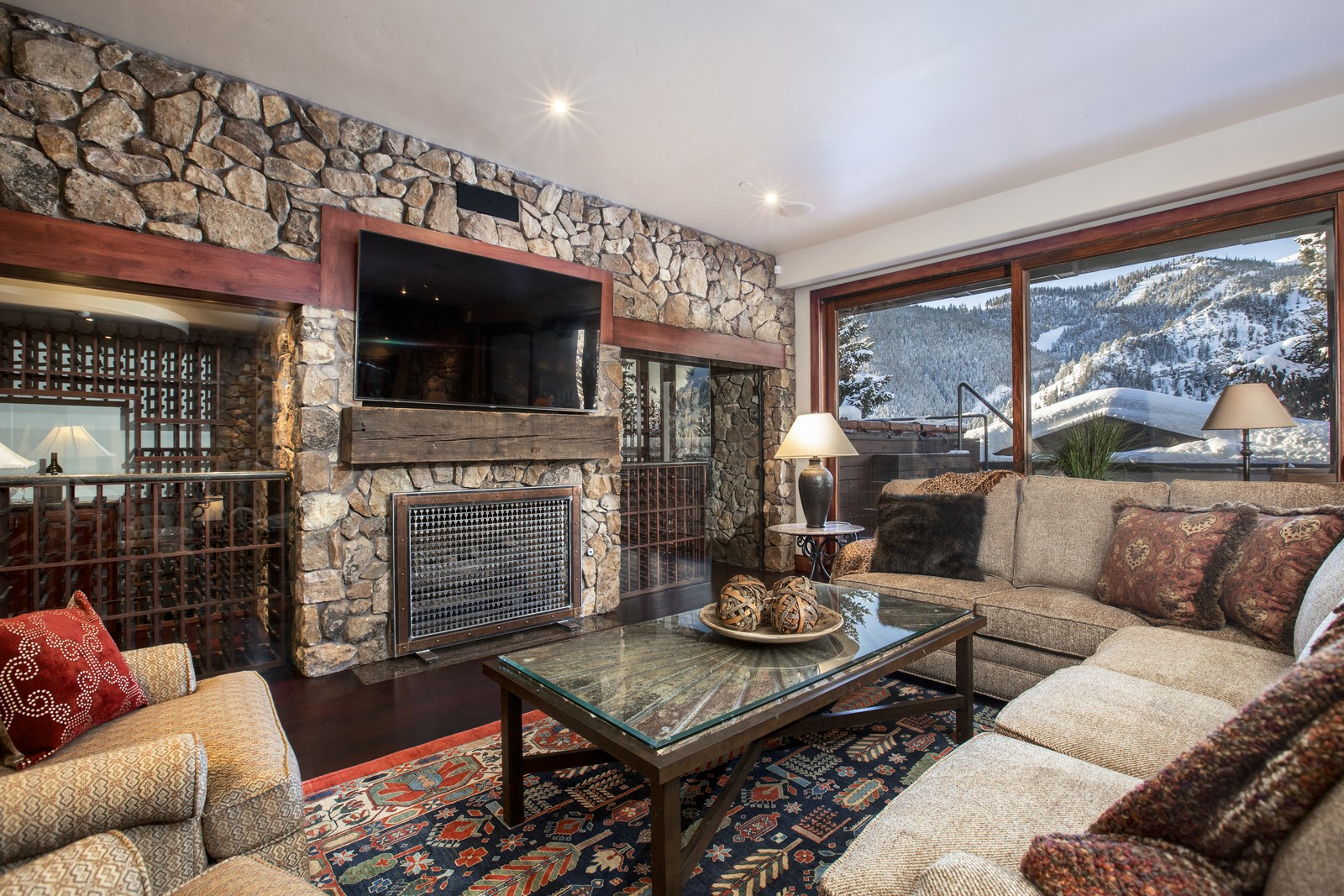 Additional photo for property listing at Elevating Expectations 120 N. 2nd Ave 301 Ketchum, Idaho 83340 Estados Unidos