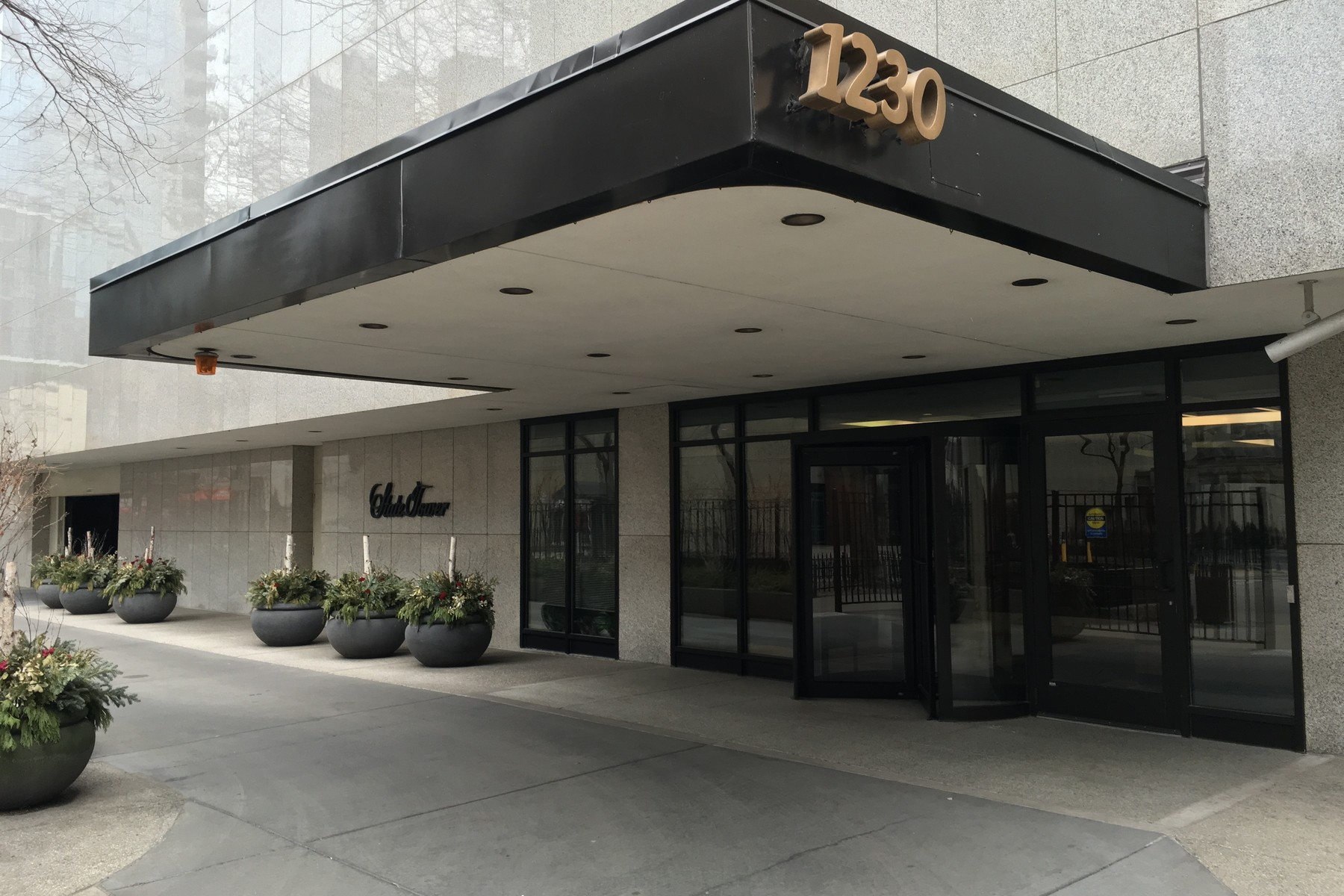 Condominium for Sale at Extra Large One Bedroom Plus Den 1230 N State Parkway Unit 18A Near North Side, Chicago, Illinois 60610 United States