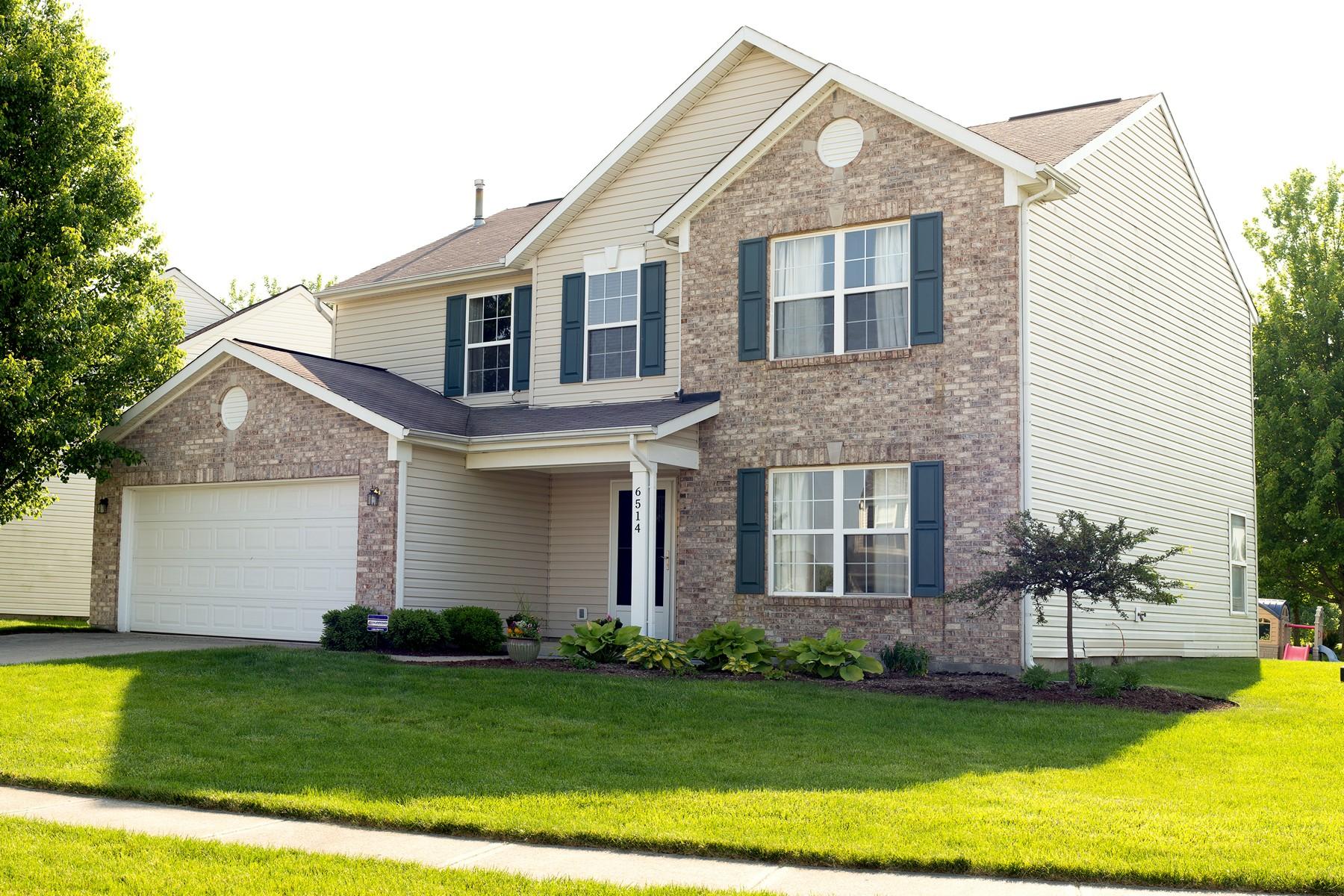 Maison unifamiliale pour l Vente à Exquisite Four Bedroom Home 6514 Oxford Zionsville, Indiana, 46077 États-Unis