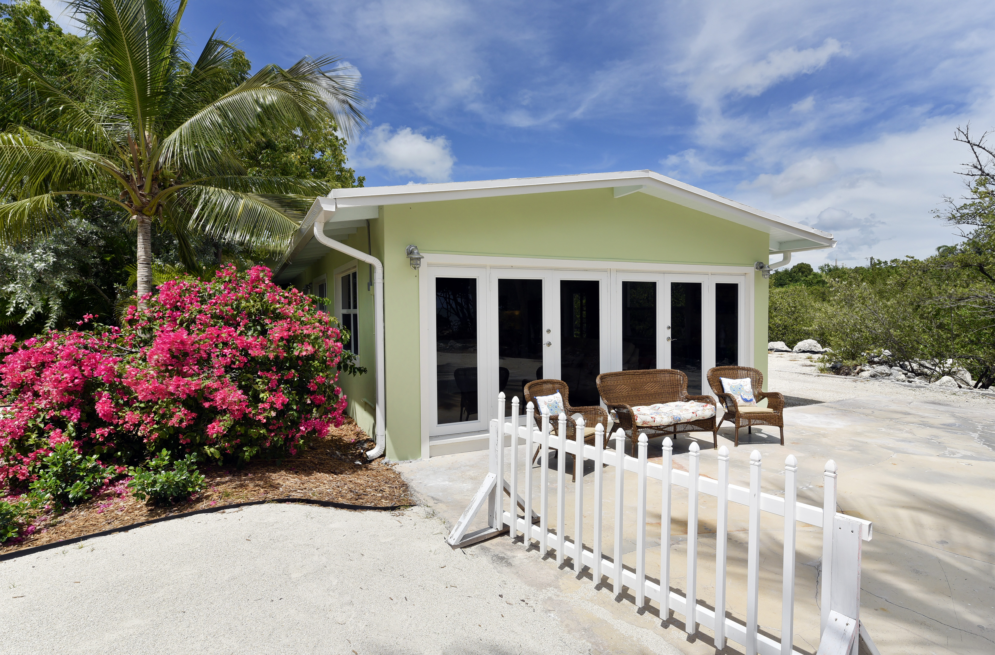 Additional photo for property listing at The Cottages at Turtle Key 87431 Old Highway Islamorada, Florida 33036 Usa