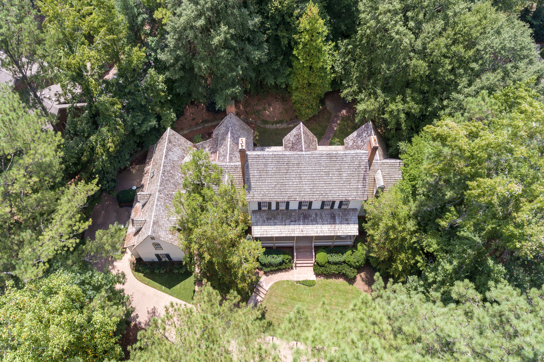 Additional photo for property listing at Sophisticated Virginia Country Home 4550 Polo Lane SE Atlanta, 조지아 30339 미국