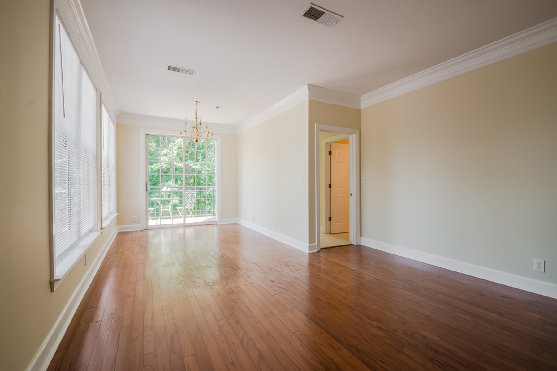 Additional photo for property listing at All New And Move-in Ready One Bedroom With Den 3101 Howell Mill Road Unit 211 Atlanta, Georgië 30327 Verenigde Staten