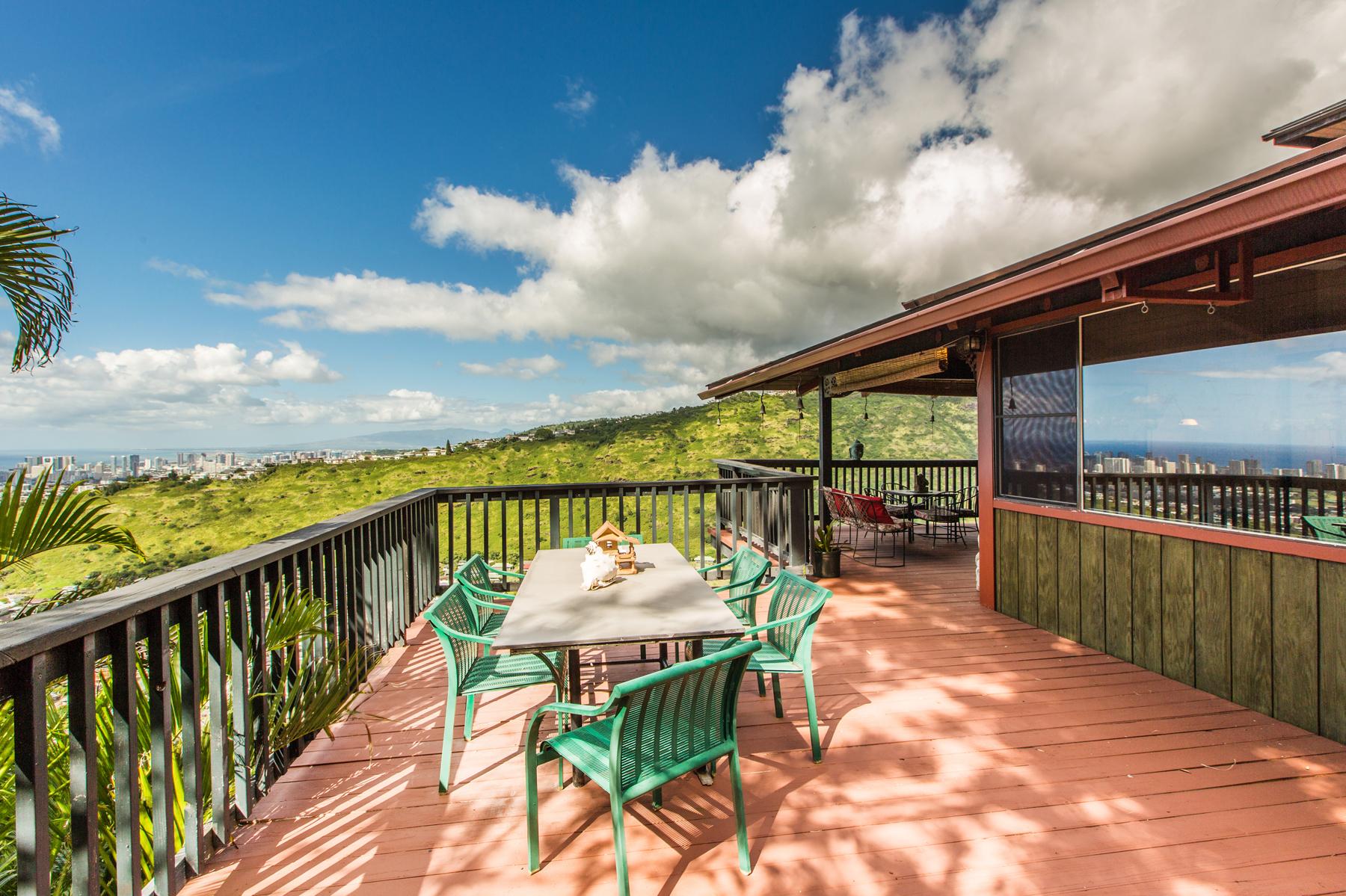 Casa Unifamiliar por un Venta en Mountainside Comfort 3627 Nihipali Place Honolulu, Hawaii 96816 Estados Unidos