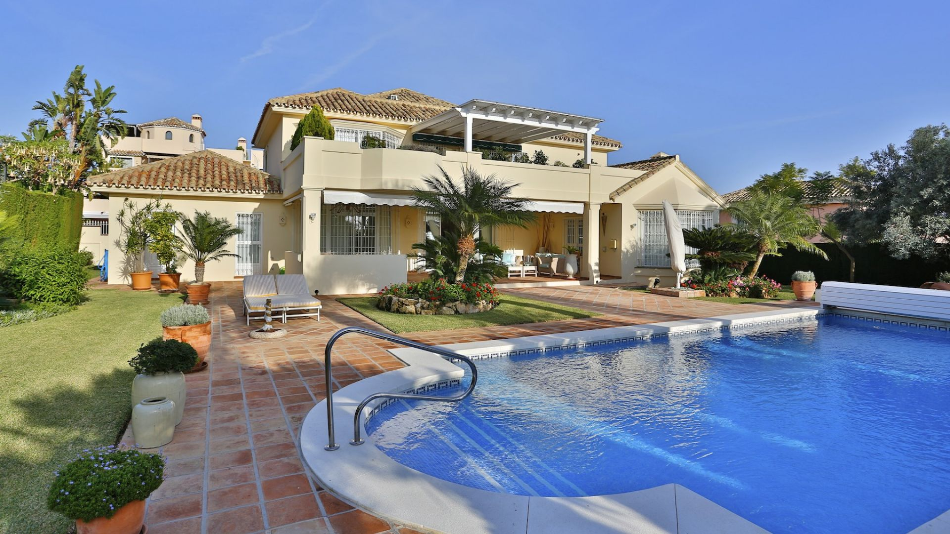 Moradia para Venda às Impeccable villa with excellent qualities Santa María Golf Marbella, Costa Del Sol 29600 Espanha