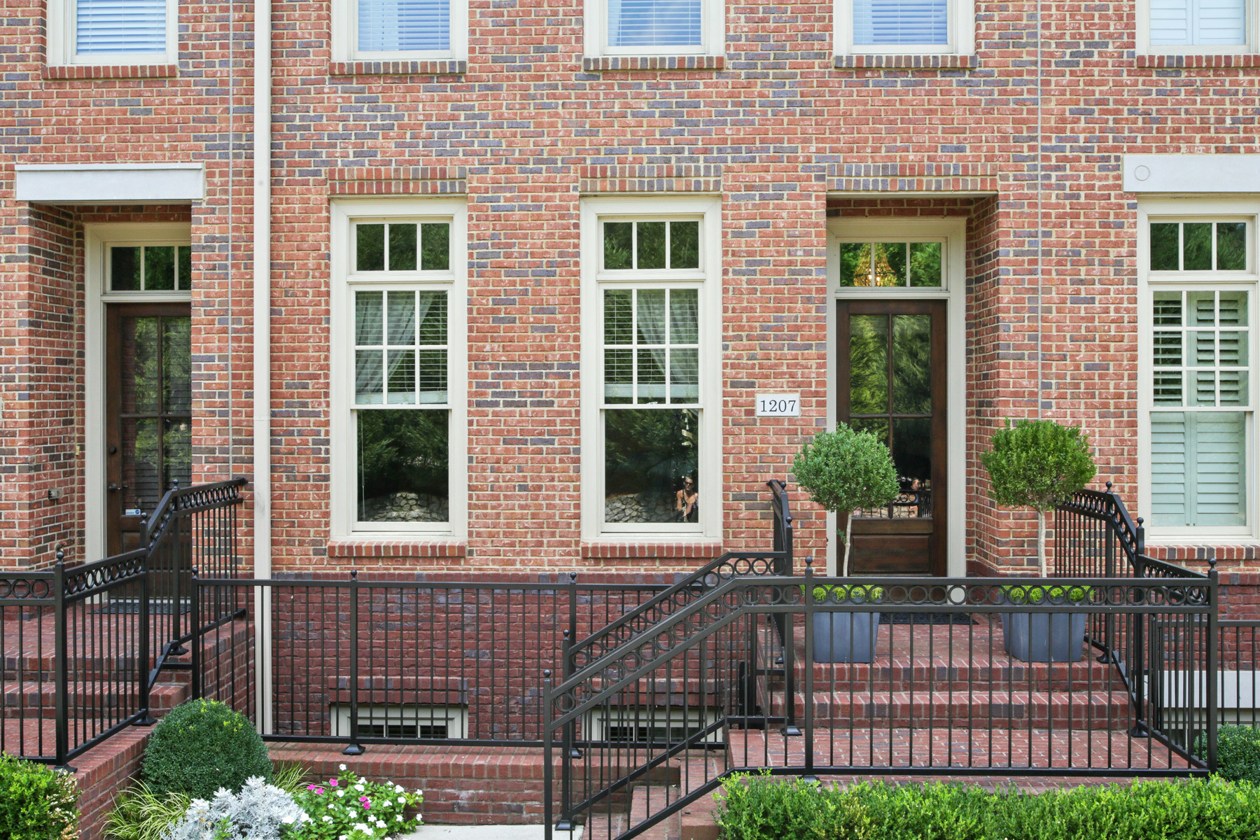 Nhà phố vì Bán tại Beautiful townhome in sought-after school district 1207 Riverscall Lane Atlanta, Georgia, 30339 Hoa Kỳ