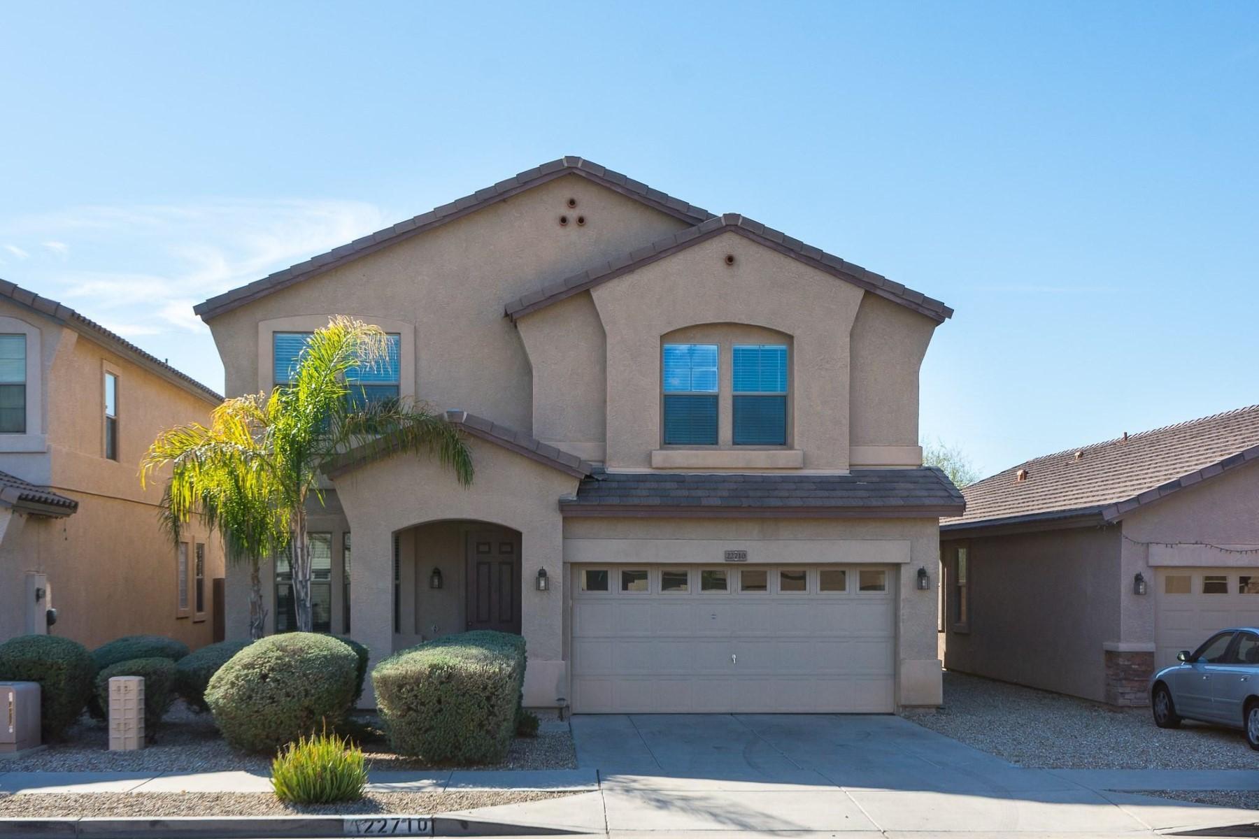 Maison unifamiliale pour l Vente à Quaint home situated in the desirable Eagle Bluff neighborhood 22710 N 17th St Phoenix, Arizona, 85024 États-Unis
