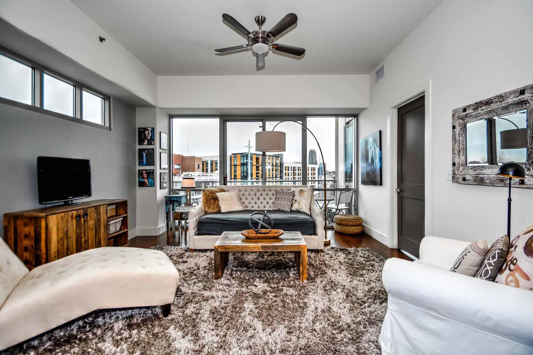 콘도미니엄 용 매매 에 Prime West Midtown location for this gorgeous 3br/2ba corner/end unit. 1100 Howell Mill Road Unit #401 Atlanta, 조지아, 30318 미국
