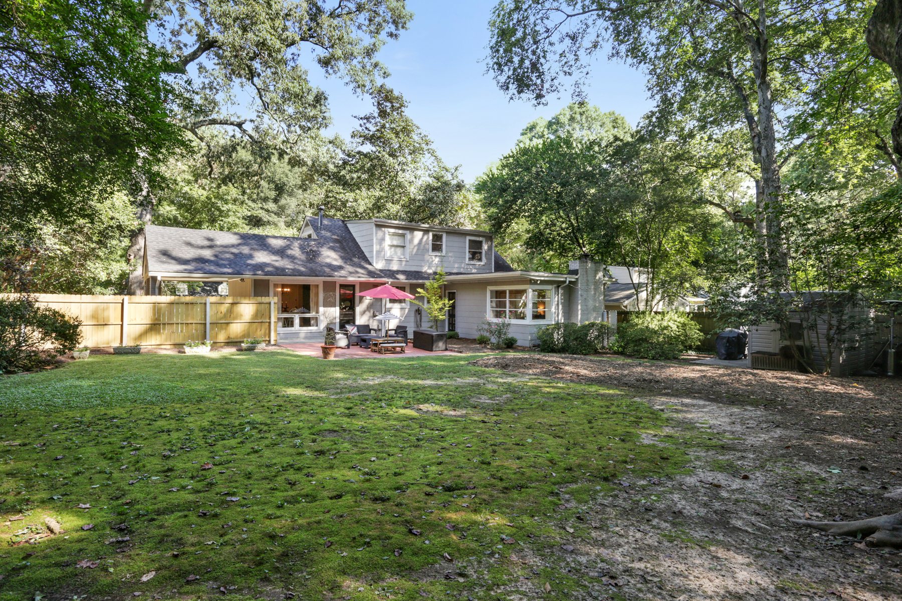 Additional photo for property listing at Charming Updated Home On Large Lot 2426 Ridgewood Road Atlanta, Georgia 30318 Estados Unidos