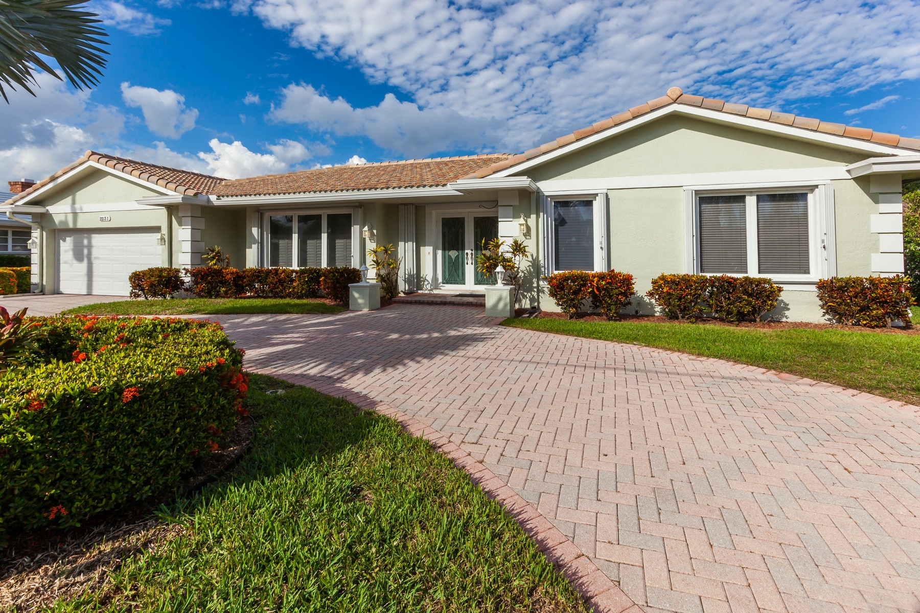 Villa per Vendita alle ore 2231 NE 44 St Lighthouse Point, Florida 33064 Stati Uniti