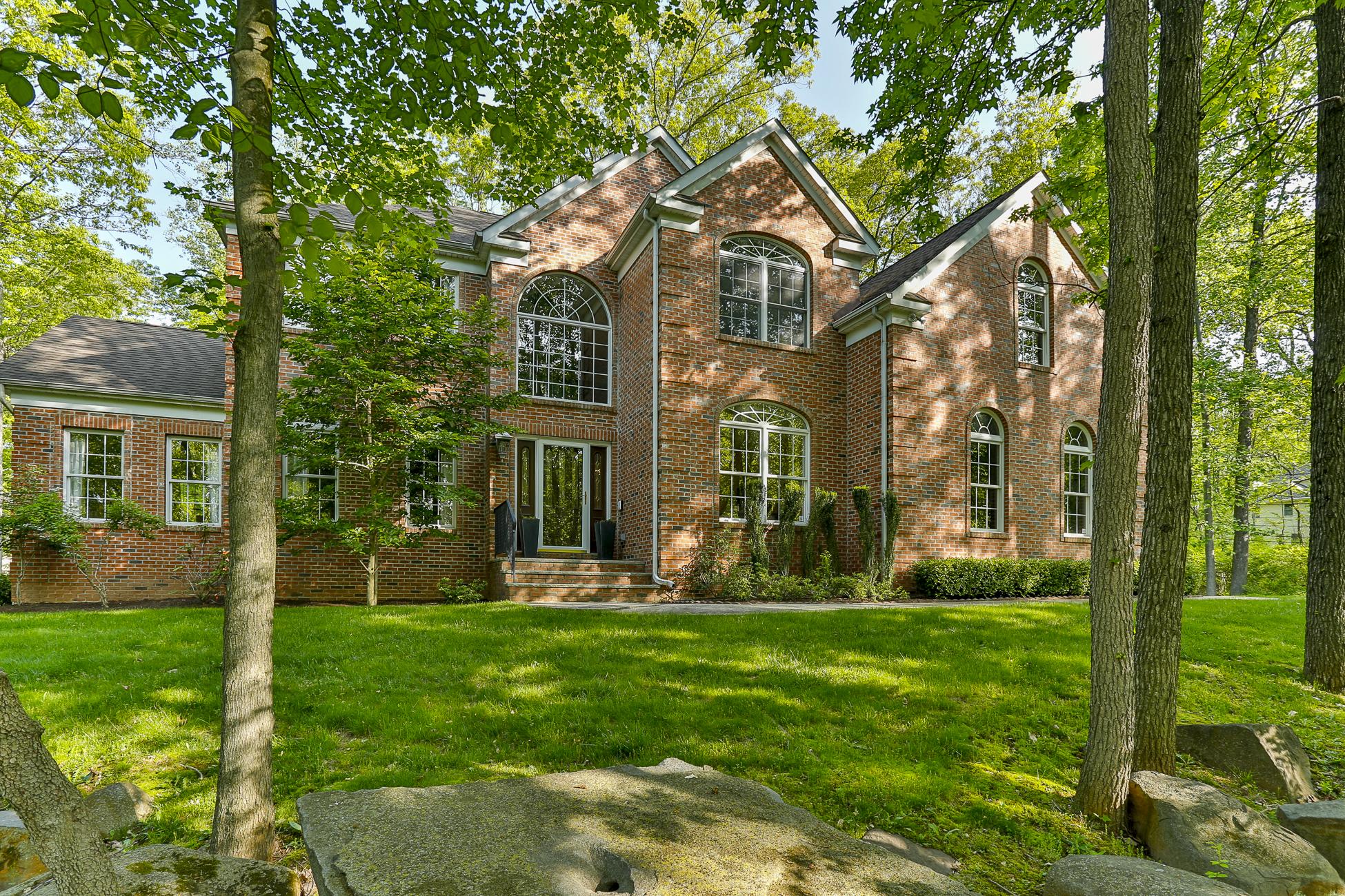 独户住宅 为 销售 在 A Contemporary Colonial Near Heart of Princeton 364 Mount Lucas Road 普林斯顿, 新泽西州, 08540 美国