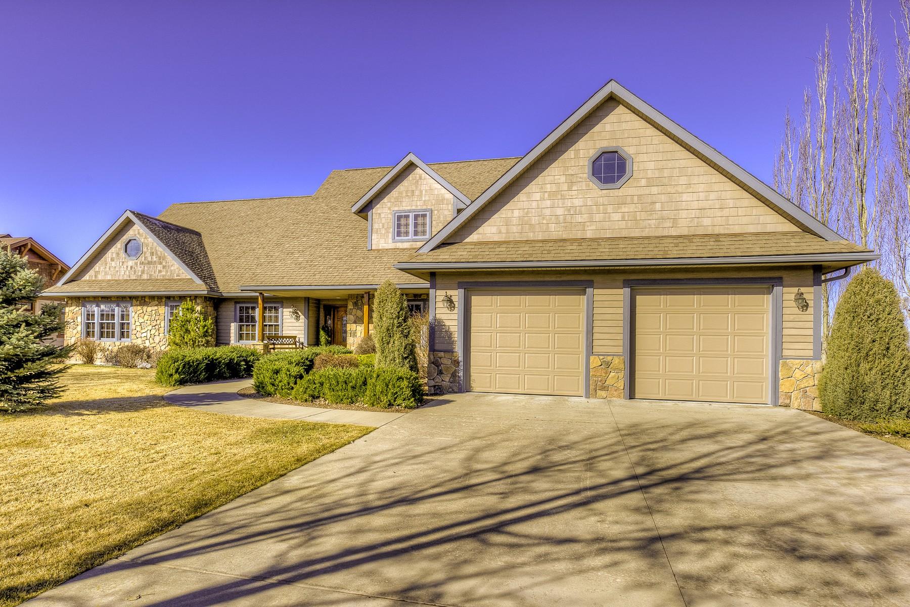 Casa Unifamiliar por un Venta en Riverfront Rancher 243 Harbor Drive Bigfork, Montana 59911 Estados Unidos