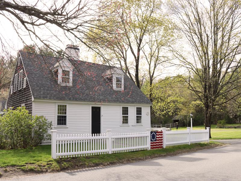 Vivienda unifamiliar por un Venta en 24 School St 24 School Street Kingston, Massachusetts, 02364 Estados Unidos