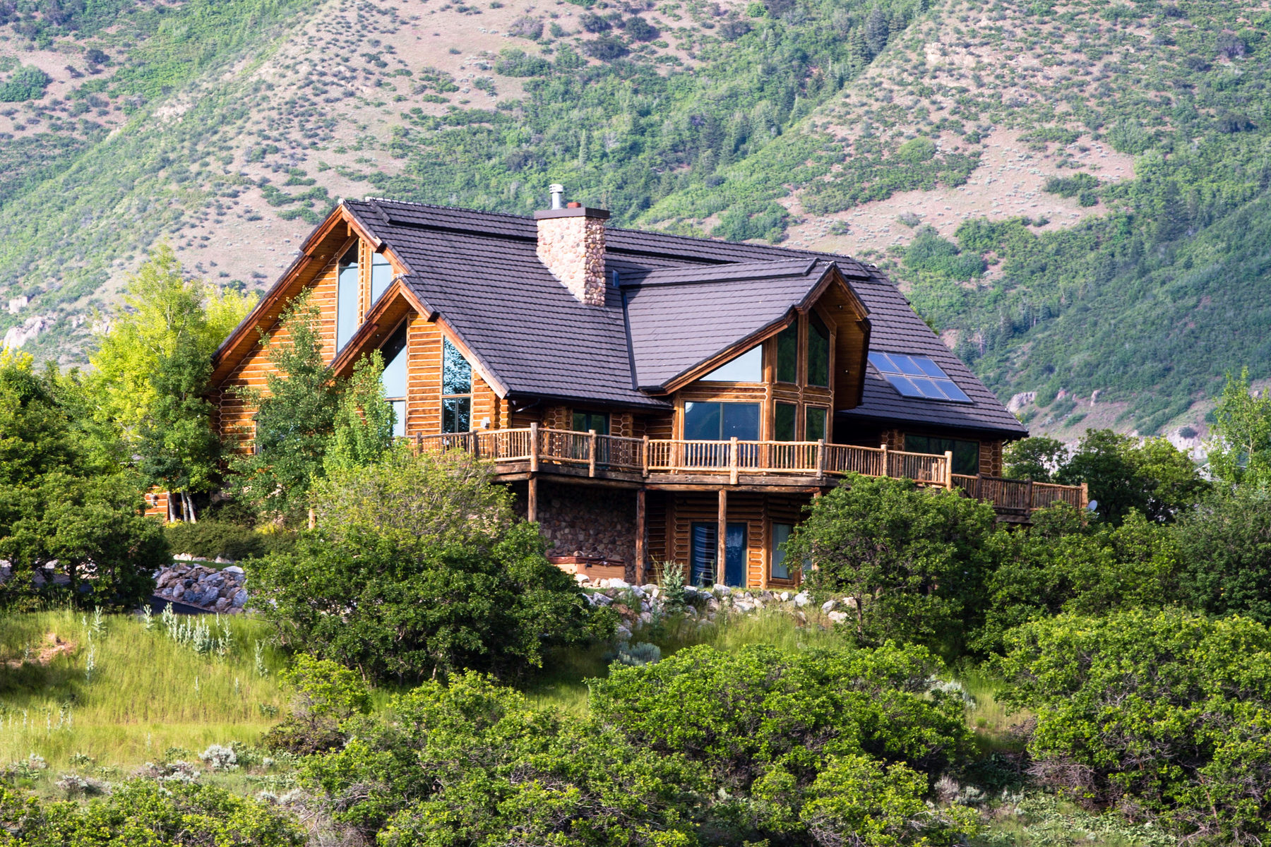 Vivienda unifamiliar por un Venta en Magnificent Log Home in Woodland Hills 200 W Elk Circle Woodland Hills, Utah 84653 Estados Unidos