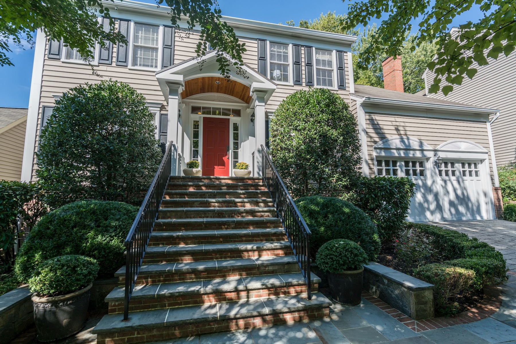 Casa Unifamiliar por un Venta en Quaker Hill 1263 Dartmouth Ct Alexandria, Virginia 22314 Estados Unidos