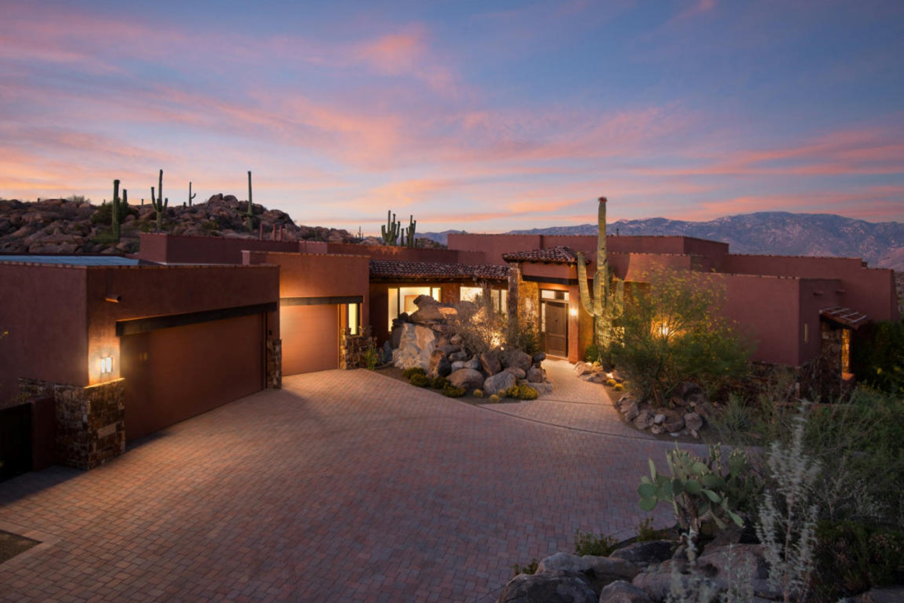 Villa per Vendita alle ore Beautiful Southwesterncontemporary home 1361 W Tortolita Mountain Circle Oro Valley, Arizona, 85755 Stati Uniti