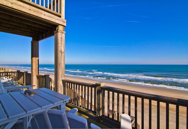 Duplex 為 出售 在 Exquisite Details in this Oceanfront home 2216A S. Shore Dr. Surf City, 北卡羅來納州 28445 美國