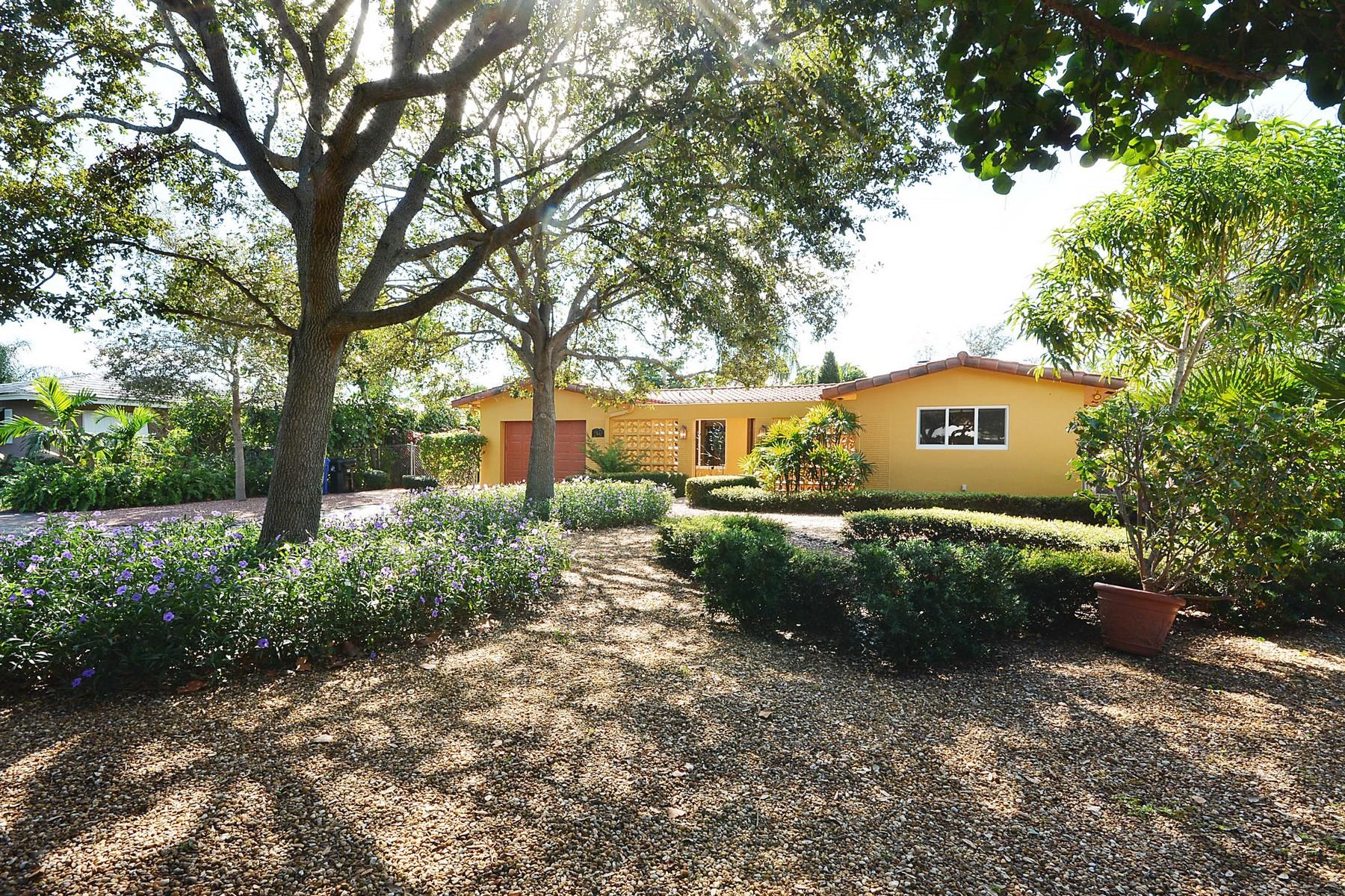 独户住宅 为 销售 在 2590 NE 42nd St. 劳德代尔堡, 佛罗里达州 33308 美国