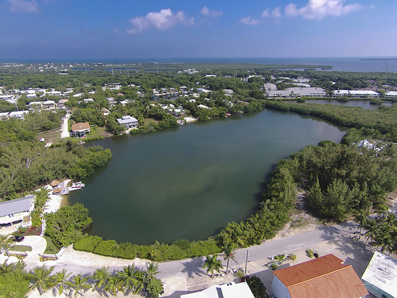 Terrain pour l Vente à New Construction 75 Jean La Fitte Drive Key Largo, Florida, 33037 États-Unis