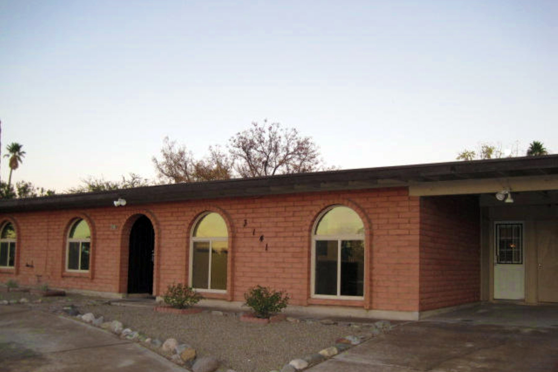 Vivienda unifamiliar por un Venta en Beautiful Tastefully Remodeled, Solid, Masonry, East Side Home 3141 S Harrison Road Tucson, Arizona 85730 Estados Unidos