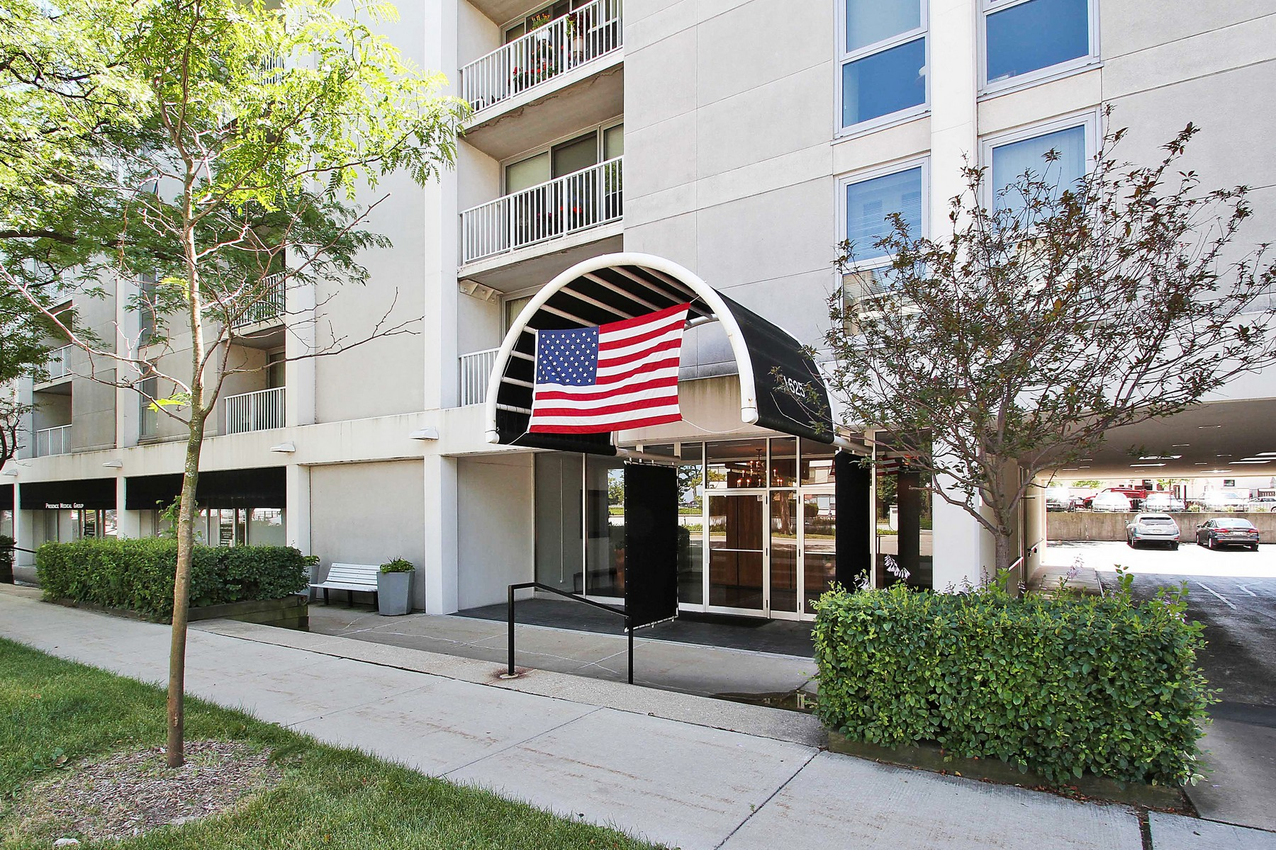 Condominium for Sale at Spacious Two Bedroom Condo Right By The Lake 1625 Sheridan Road Unit 403 Wilmette, Illinois, 60091 United States