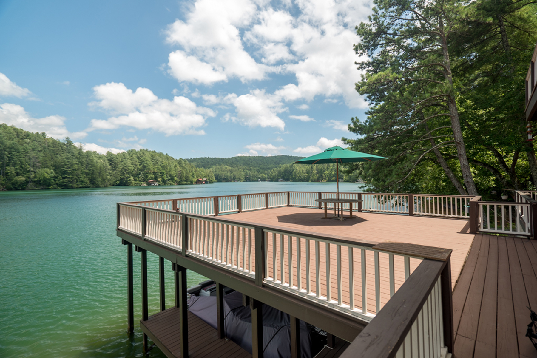 Additional photo for property listing at Lakefront On Lake Rabun! What More Could You Want!! 523 Levi Lane Lakemont, Georgien 30552 Usa