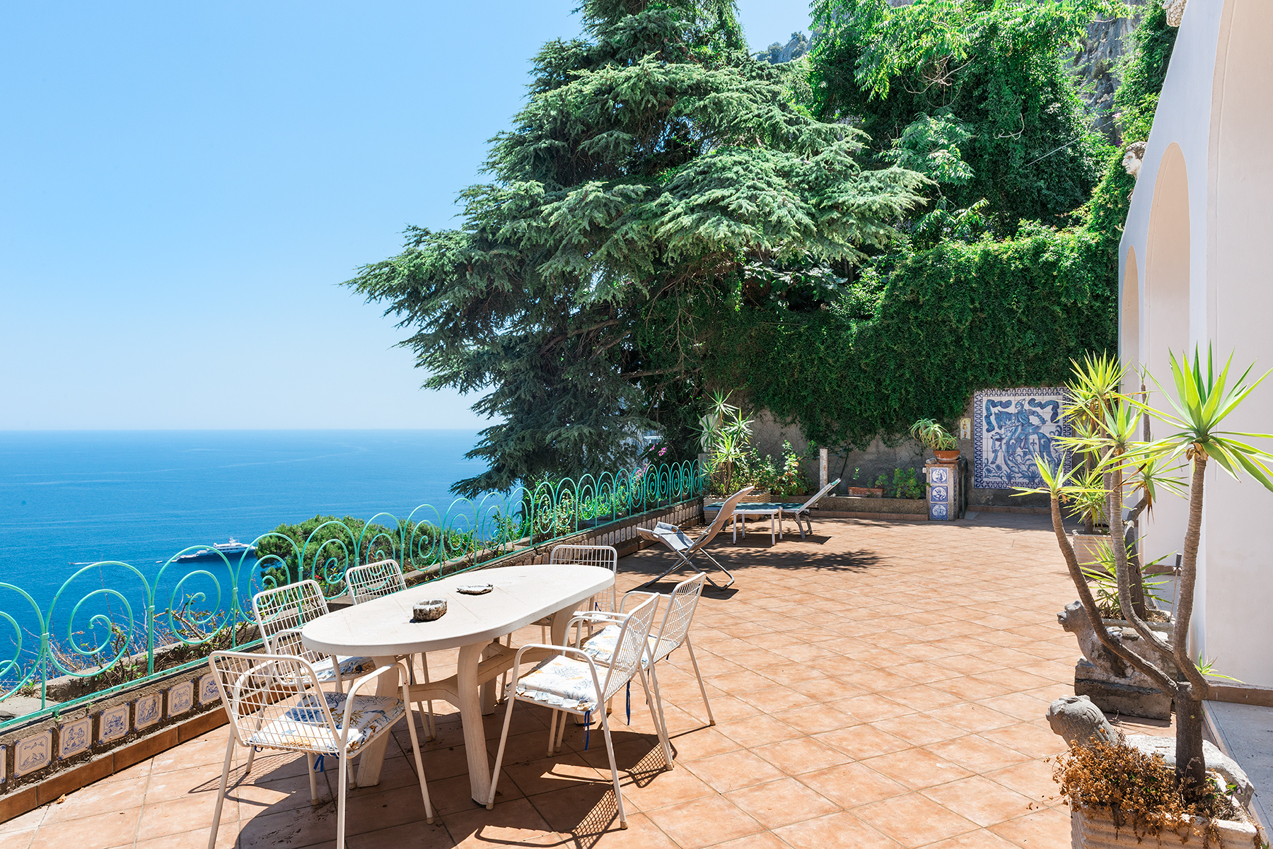 Additional photo for property listing at Charming panoramic villa Capri, Naples Italy