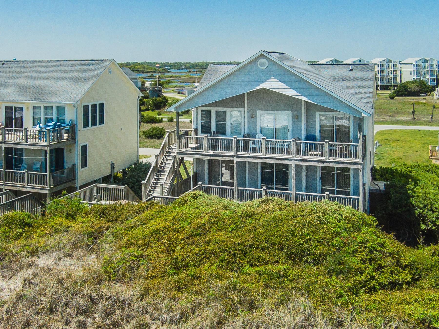 獨棟家庭住宅 為 出售 在 Oceanfront Charm 728 Sunrise Court Surf City, 北卡羅來納州 28445 美國