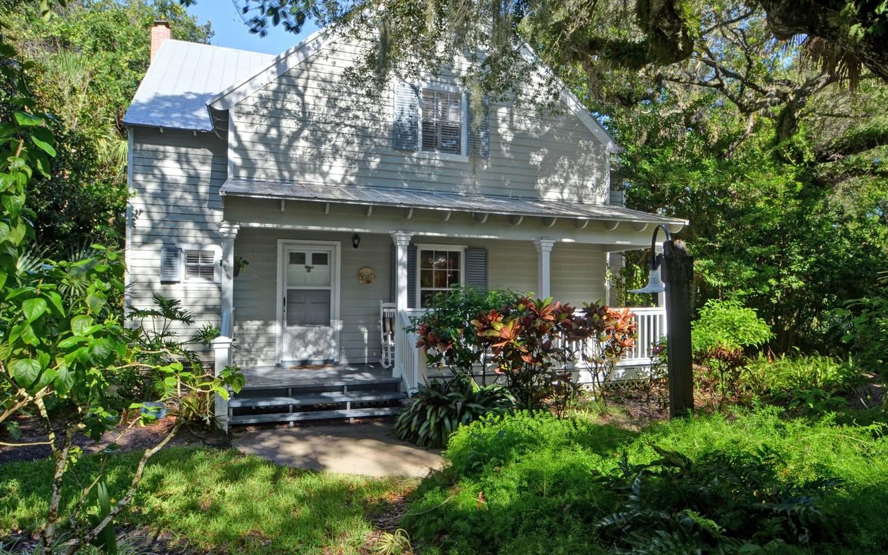 Vivienda unifamiliar por un Venta en Sea Oaks Detached Cottage 1515 Fern Court 309 Vero Beach, Florida, 32963 Estados Unidos