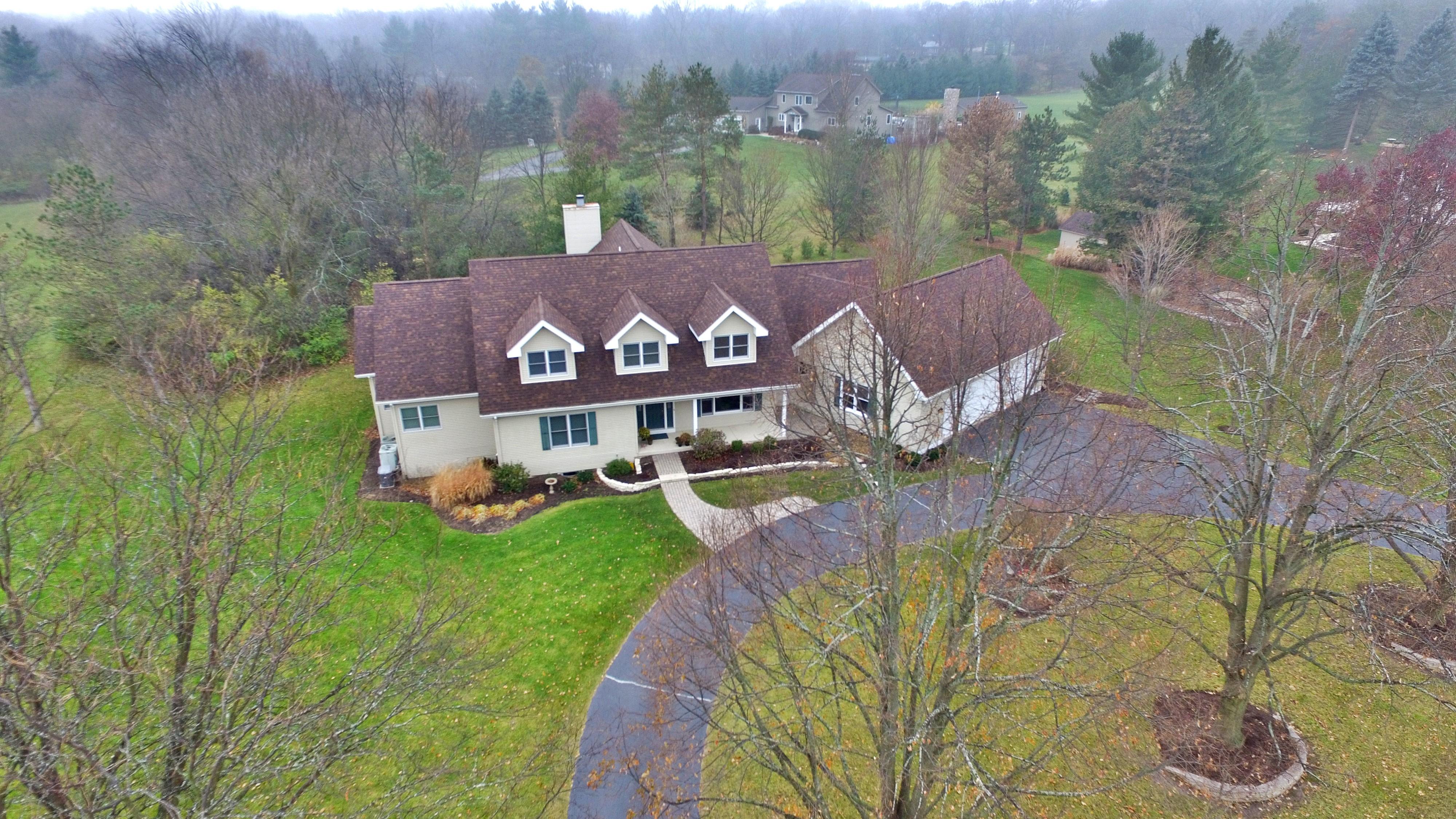 Maison unifamiliale pour l Vente à Custom Home With Open Floorplan 7131 Foxfire Drive Crystal Lake, Illinois, 60012 États-Unis