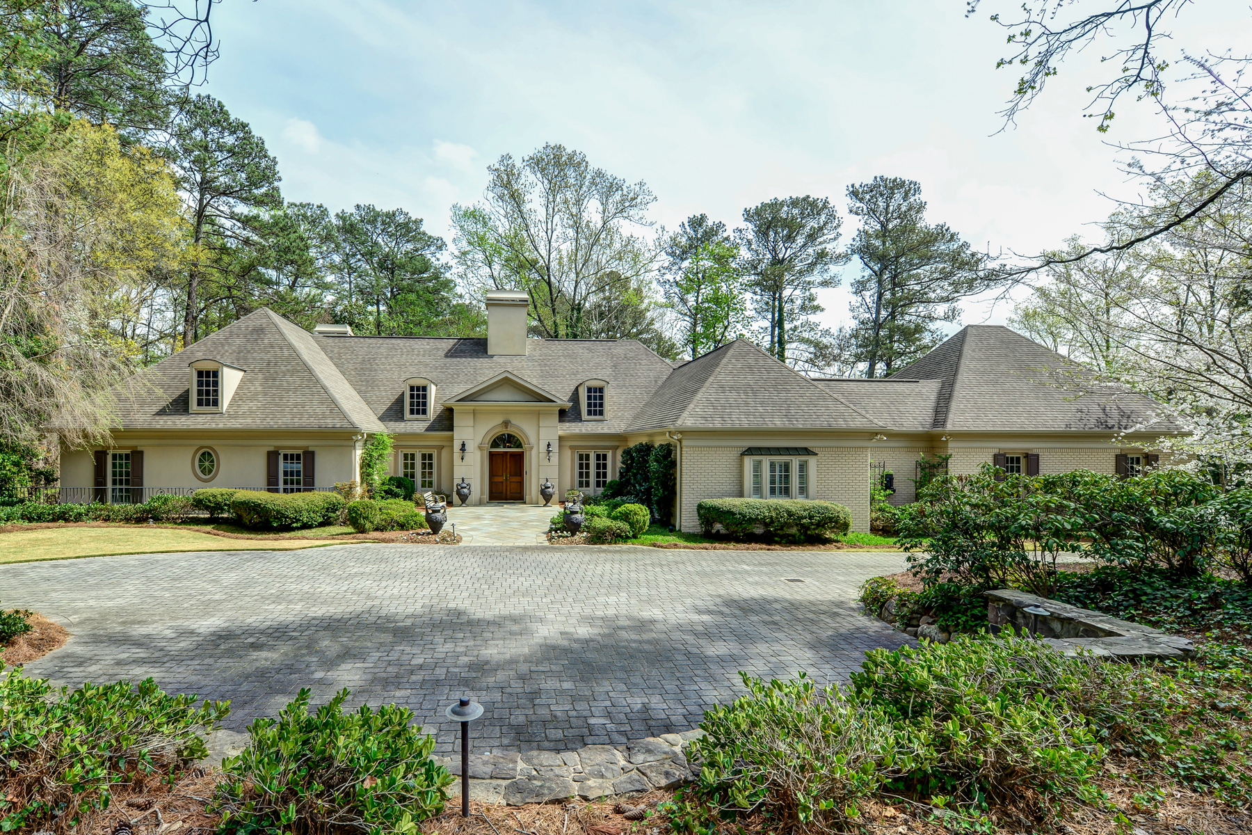Частный односемейный дом для того Продажа на Two Acre Gated Estate In Buckhead 4505 Garmon Road Buckhead, Atlanta, Джорджия, 30327 Соединенные Штаты